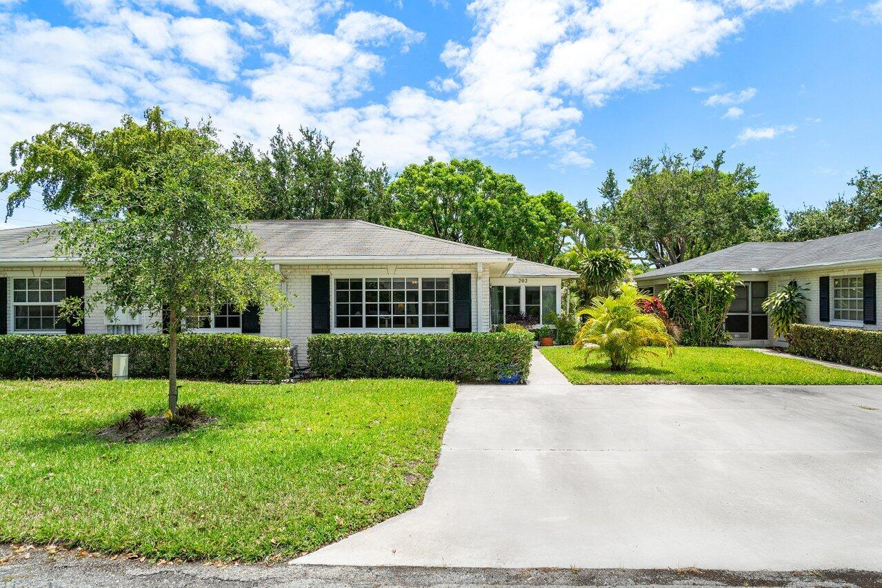 10084  41st Drive 202 For Sale 10719049, FL