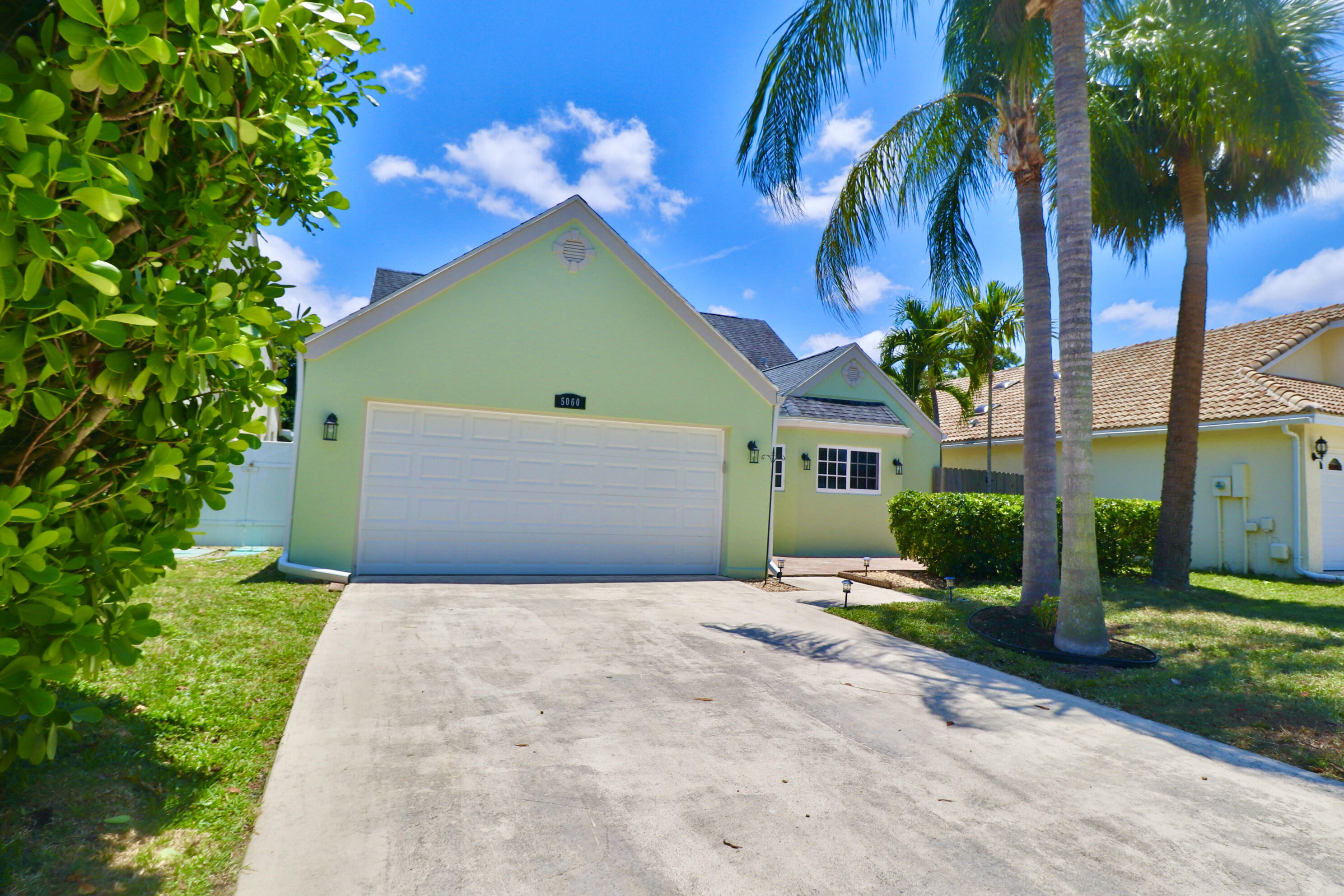 5060  Willow Pond Road  For Sale 10719058, FL