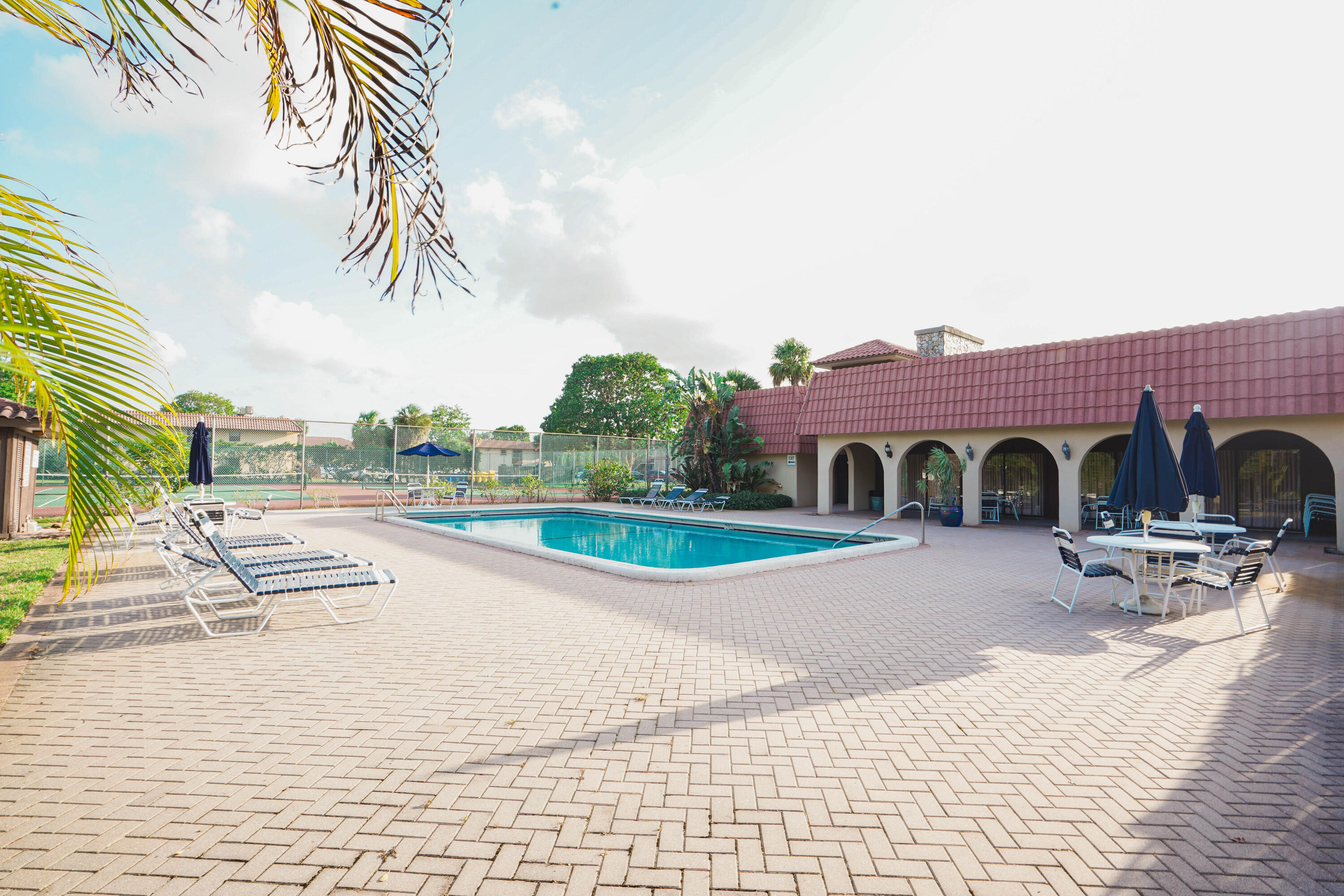 5985  Forest Hill 105 Boulevard 105 For Sale 10719136, FL