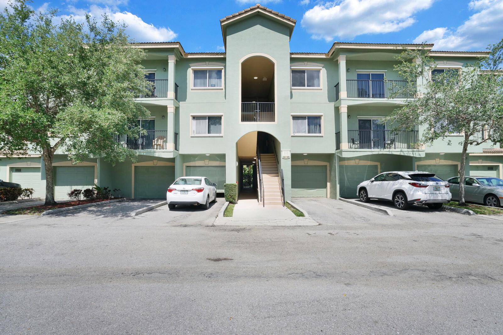 340 Crestwood Circle 307 Royal Palm Beach, FL 33411