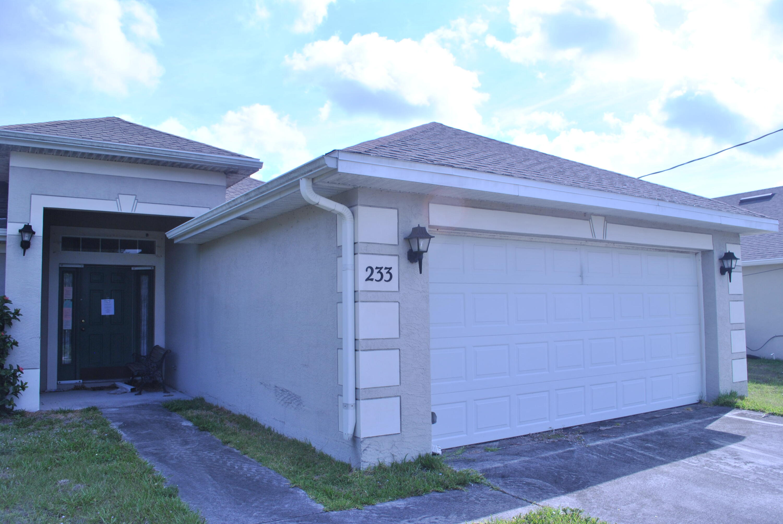 Listing photo id 5 for 233 Kestor Drive Sw