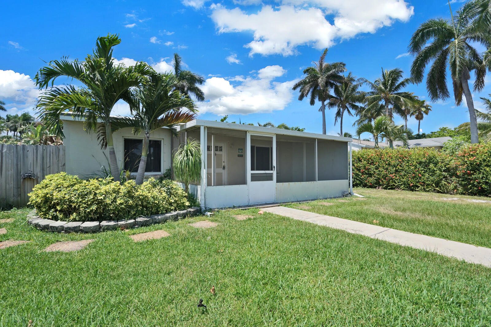 640  Oak Street  For Sale 10719371, FL