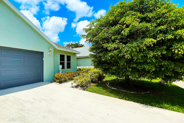 32  Misty Meadow Drive  For Sale 10719392, FL