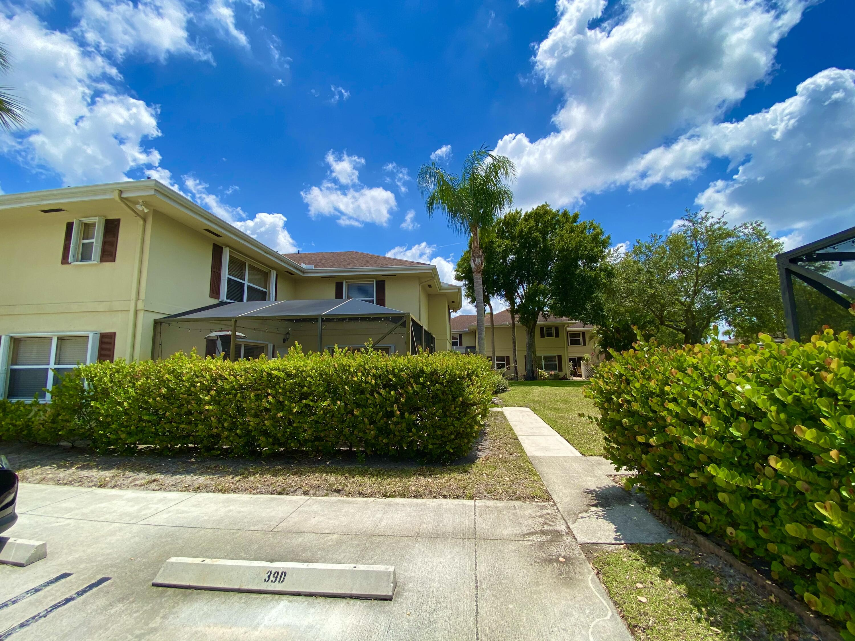 40  Essex Court A For Sale 10718398, FL