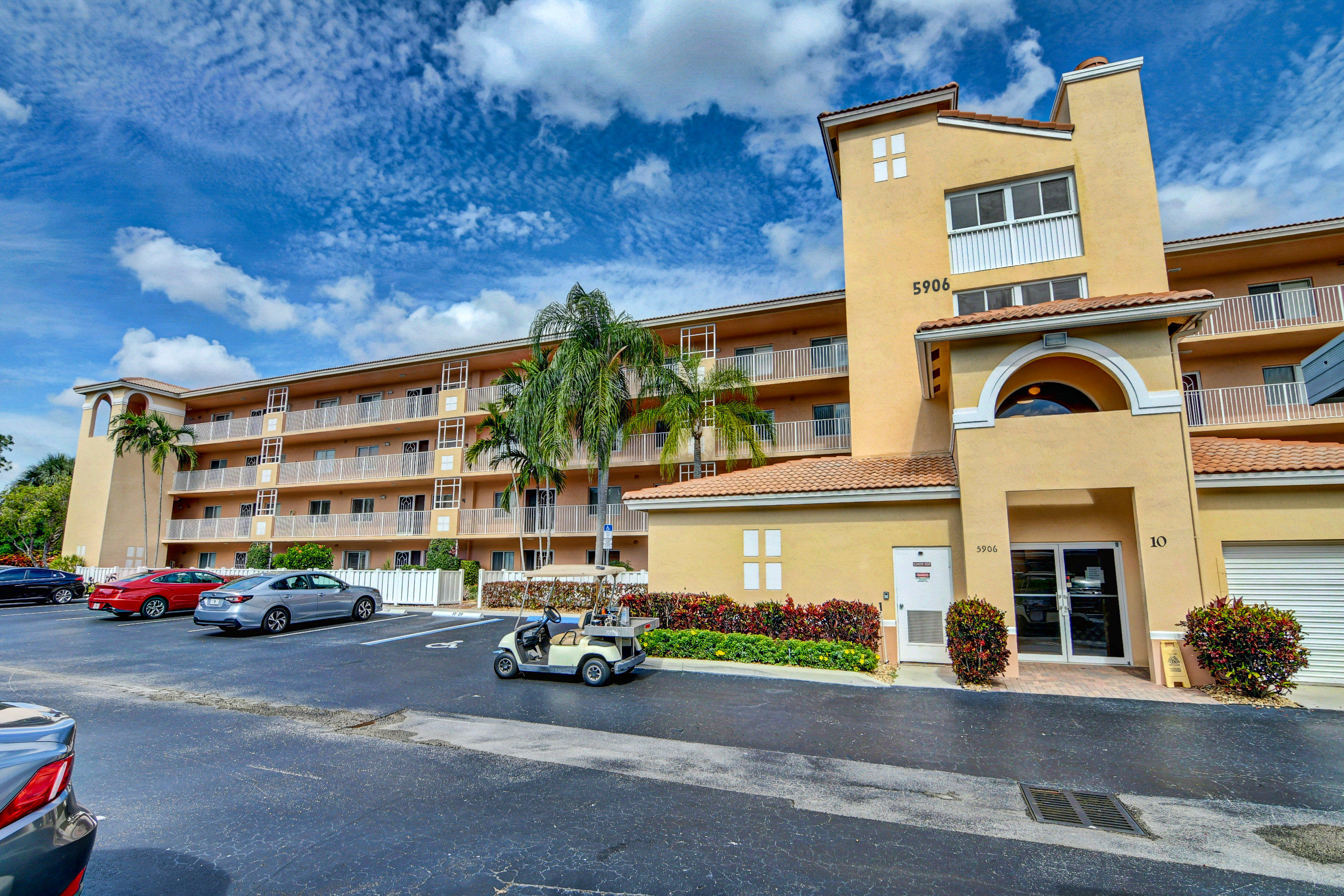 5906  Crystal Shores Drive 204 For Sale 10718941, FL