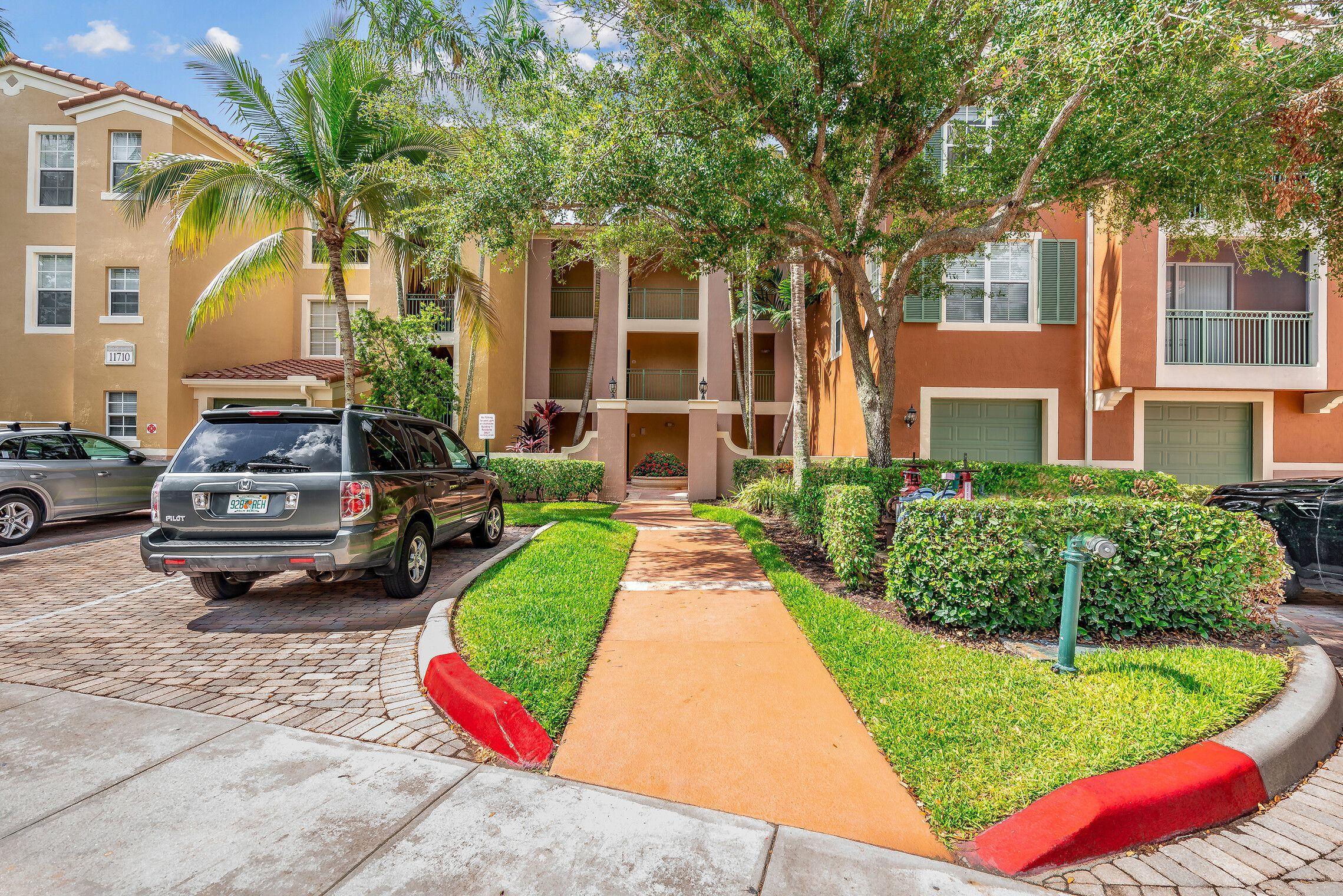 11710  Saint Andrews Place 304 For Sale 10719789, FL