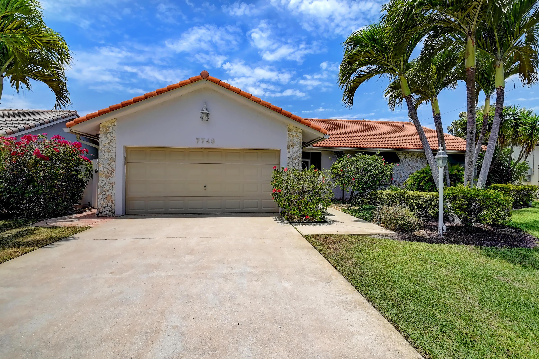 7743 W Country Club Boulevard  For Sale 10720387, FL