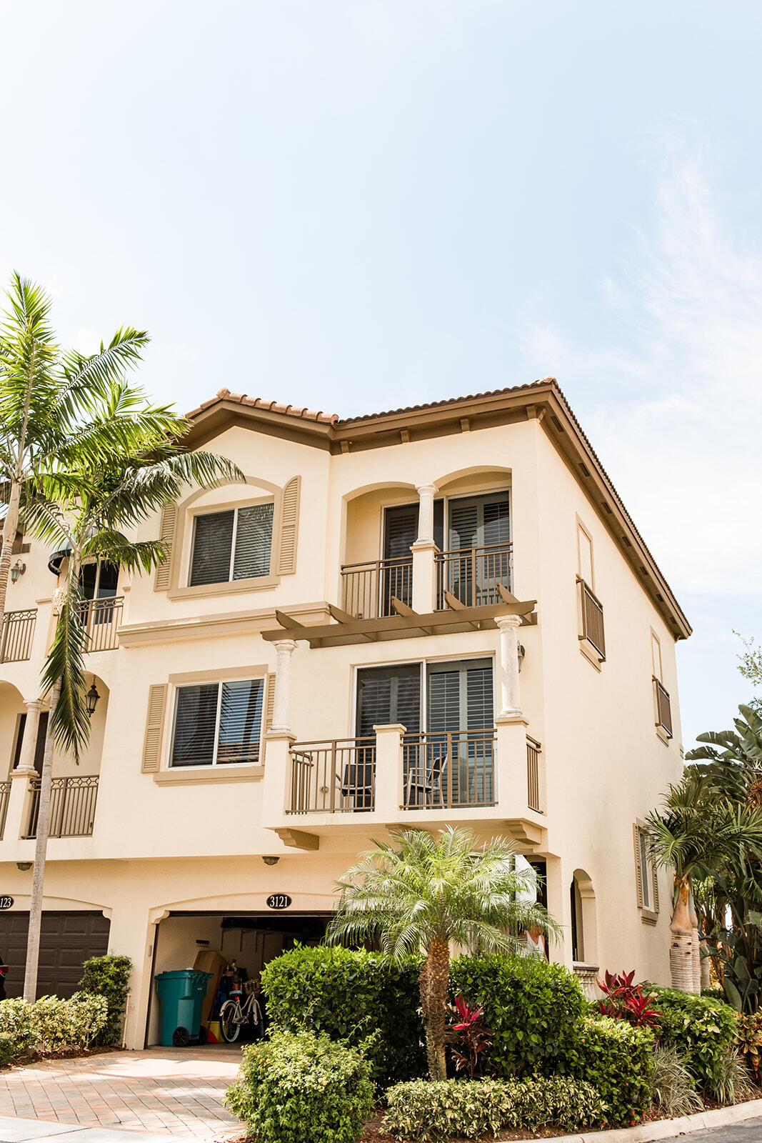 3121  Waterside Circle  For Sale 10720082, FL