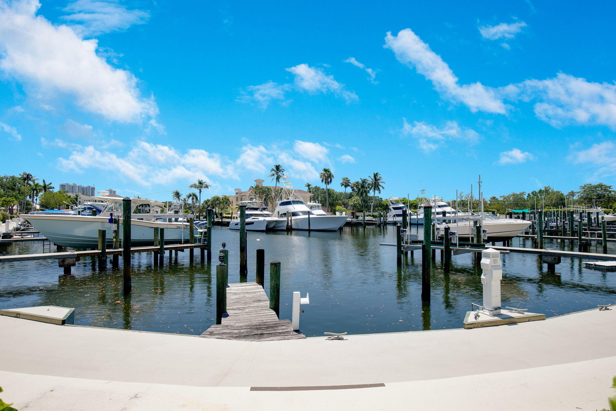 1464  Harbour Point Drive  For Sale 10720126, FL