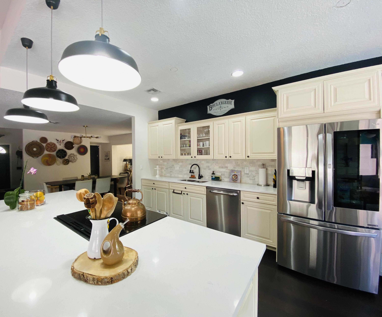 7963  Villa Nova Drive  For Sale 10720262, FL