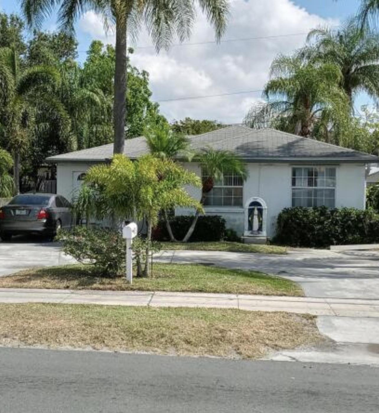 609 SW 10th Street  For Sale 10720302, FL