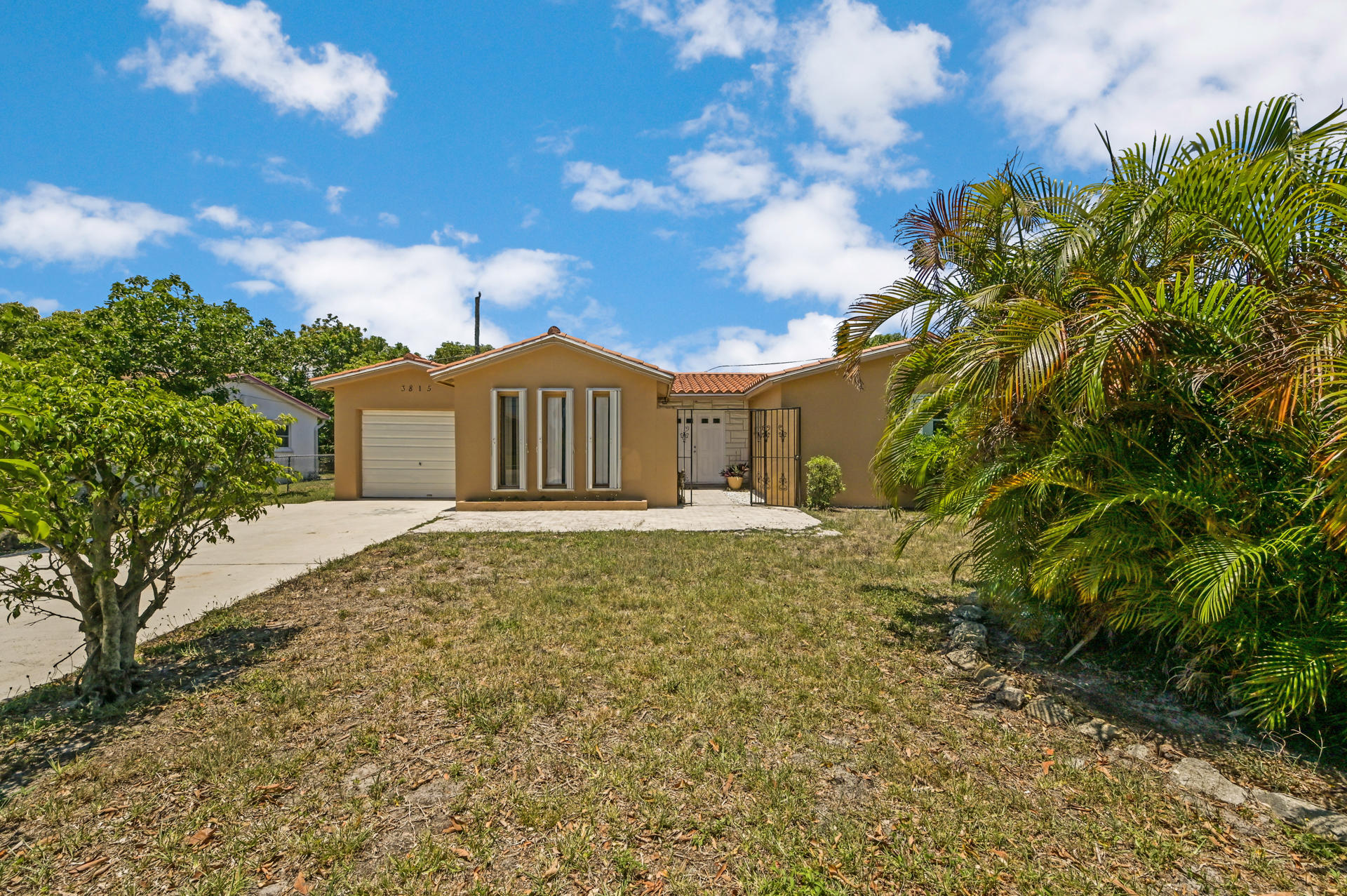 3815 N Shore Drive  For Sale 10721149, FL