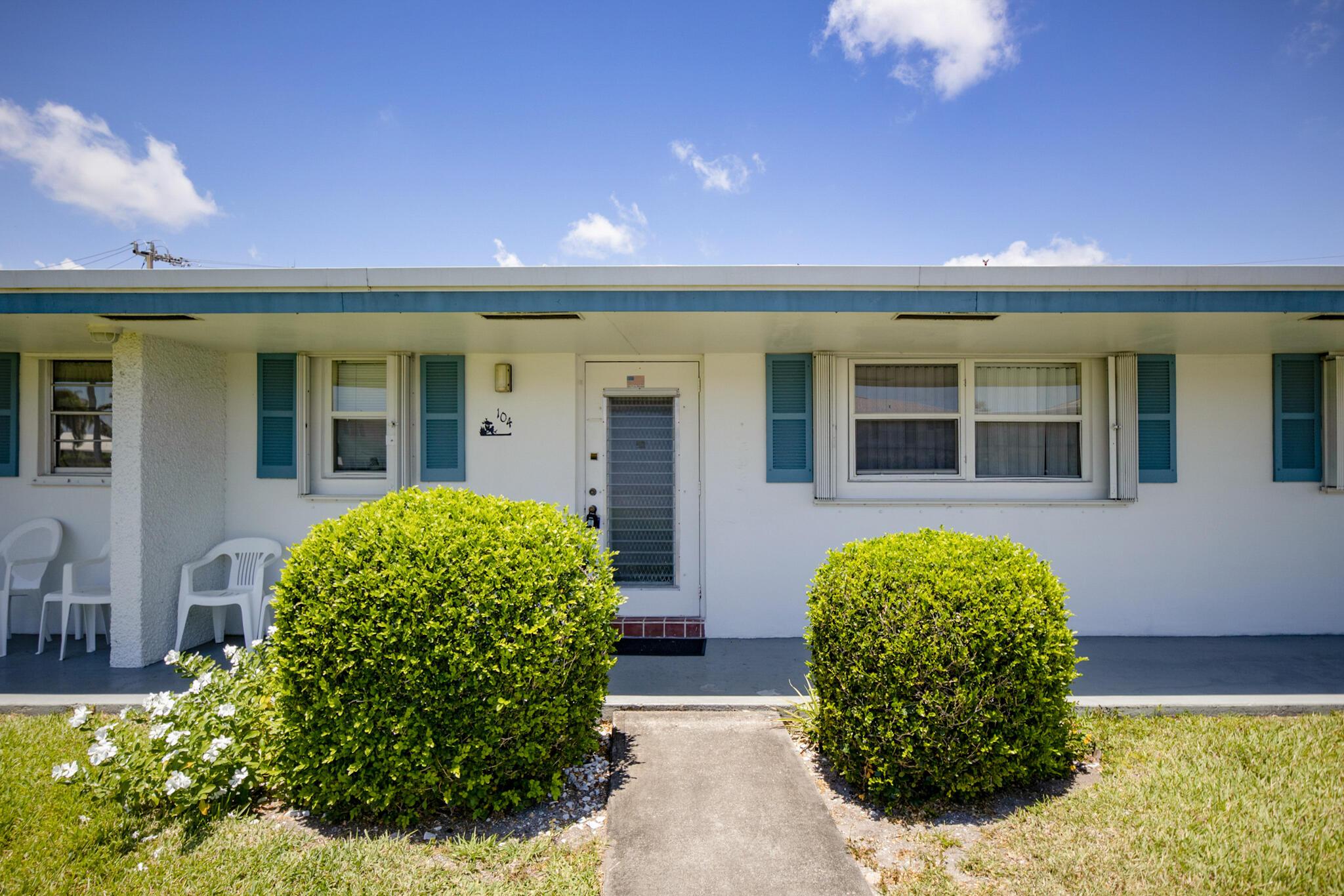 1119 Lake Terrace 104 Boynton Beach, FL 33426
