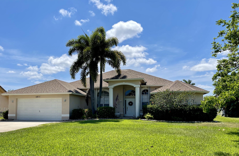 6811  Bayshore Drive  For Sale 10720439, FL
