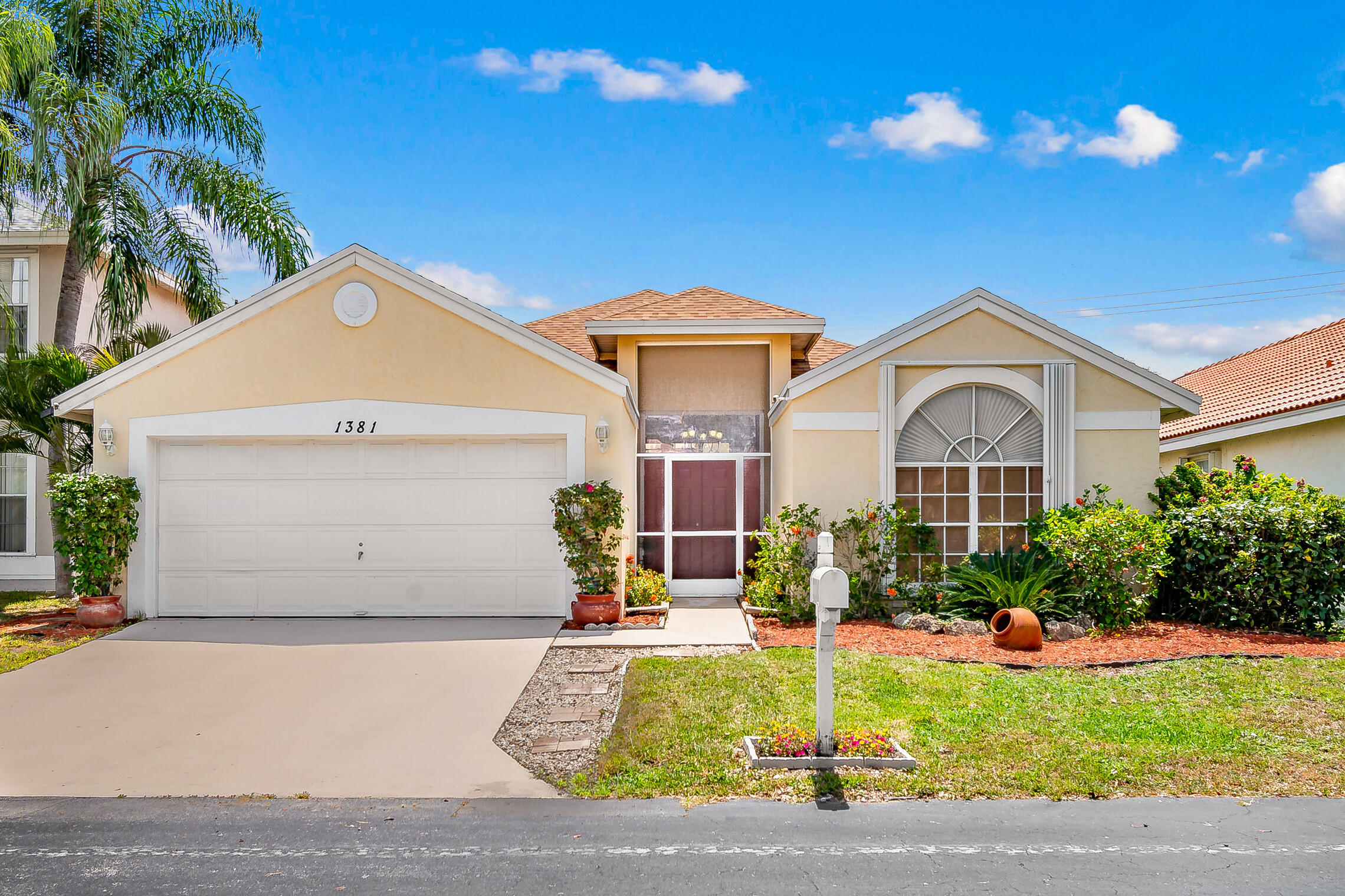 1381  Fairfax Circle  For Sale 10720640, FL