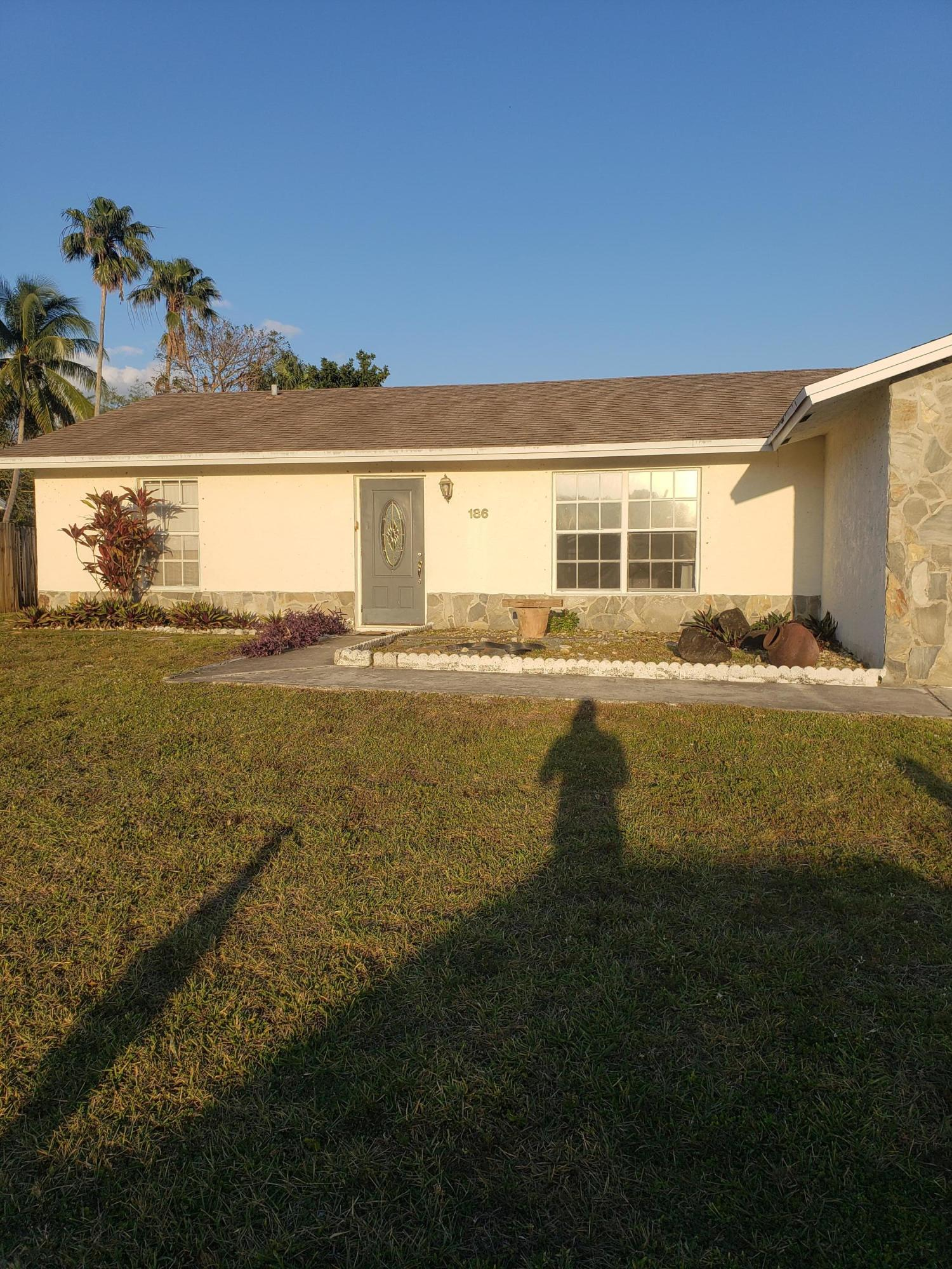 186 SW Dove Circle  For Sale 10720819, FL