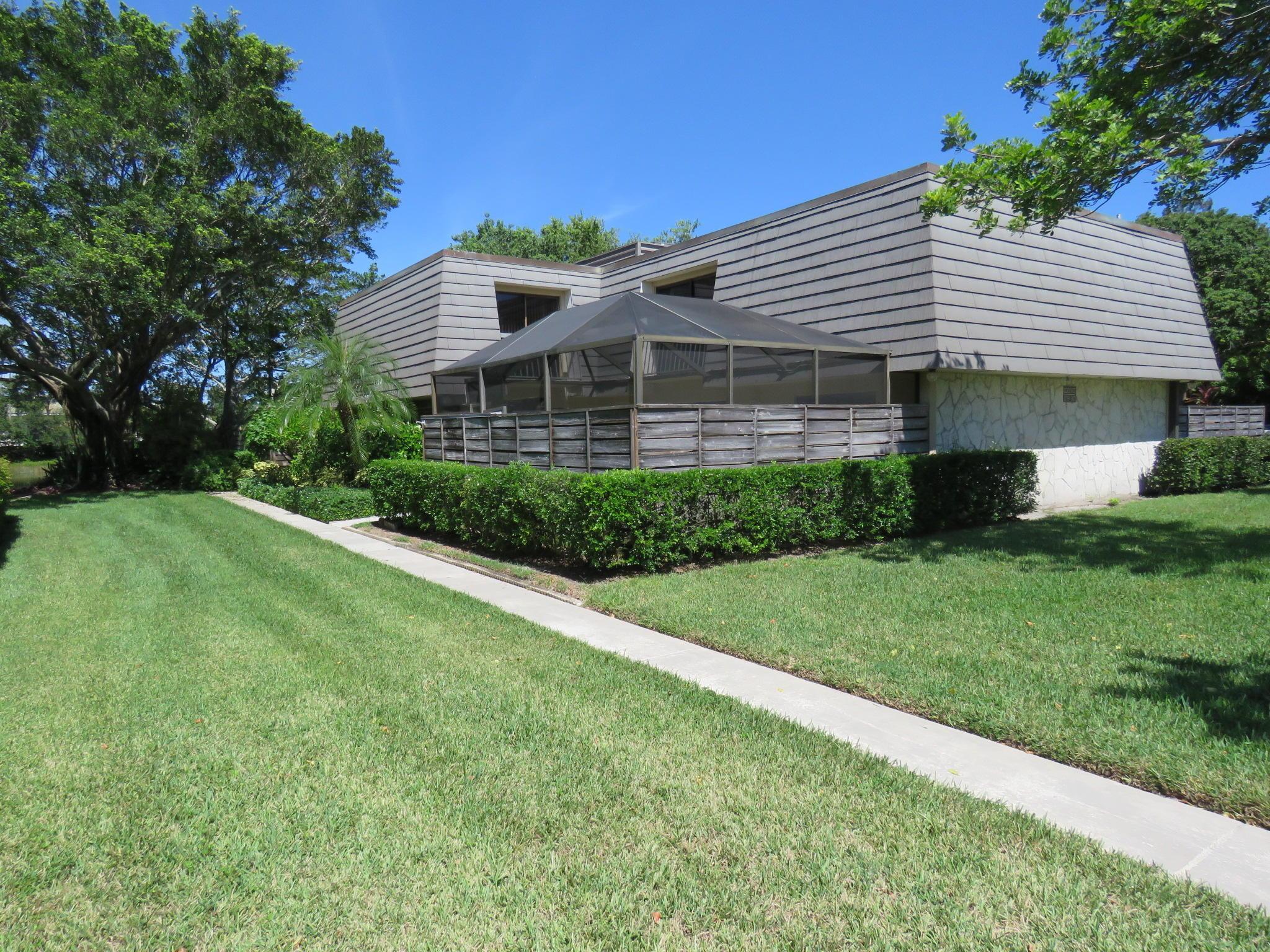 819 8th Terrace Palm Beach Gardens, FL 33418 photo 1