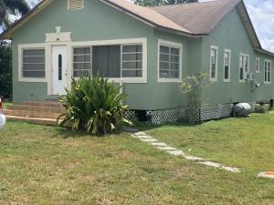 242 NW 3rd Avenue, South Bay, FL 33493