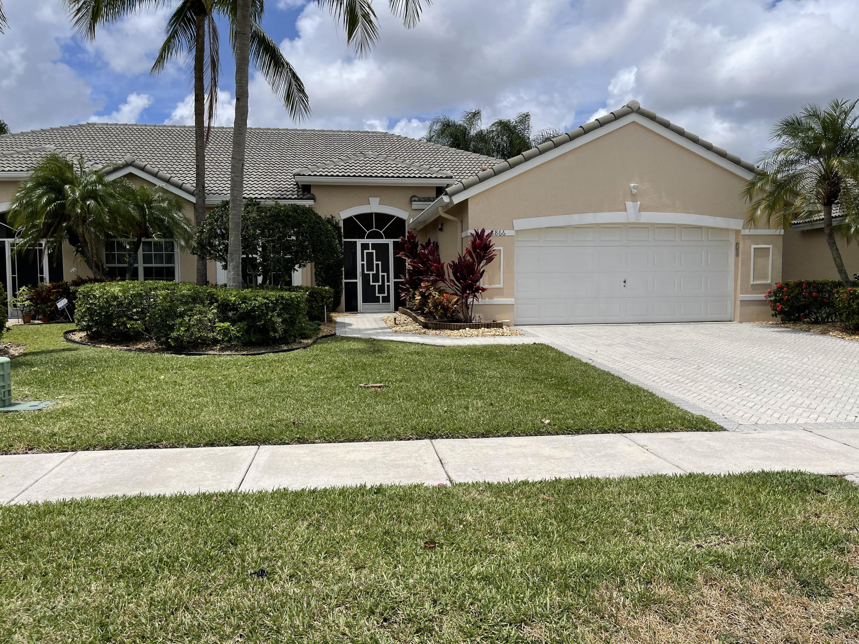 8866  Brittany Lakes Drive  For Sale 10720957, FL