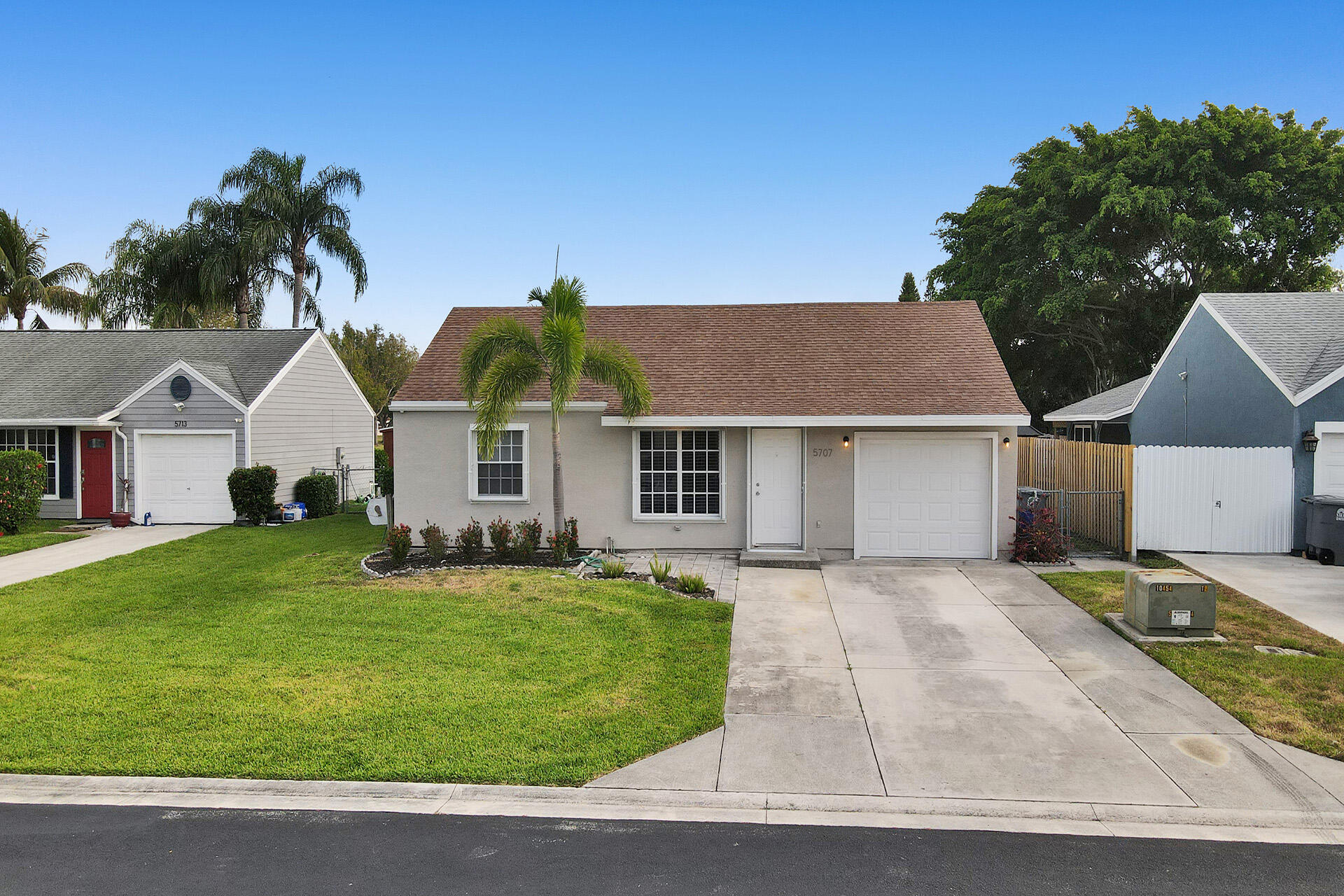 5707  Pebble Brook Lane  For Sale 10721076, FL
