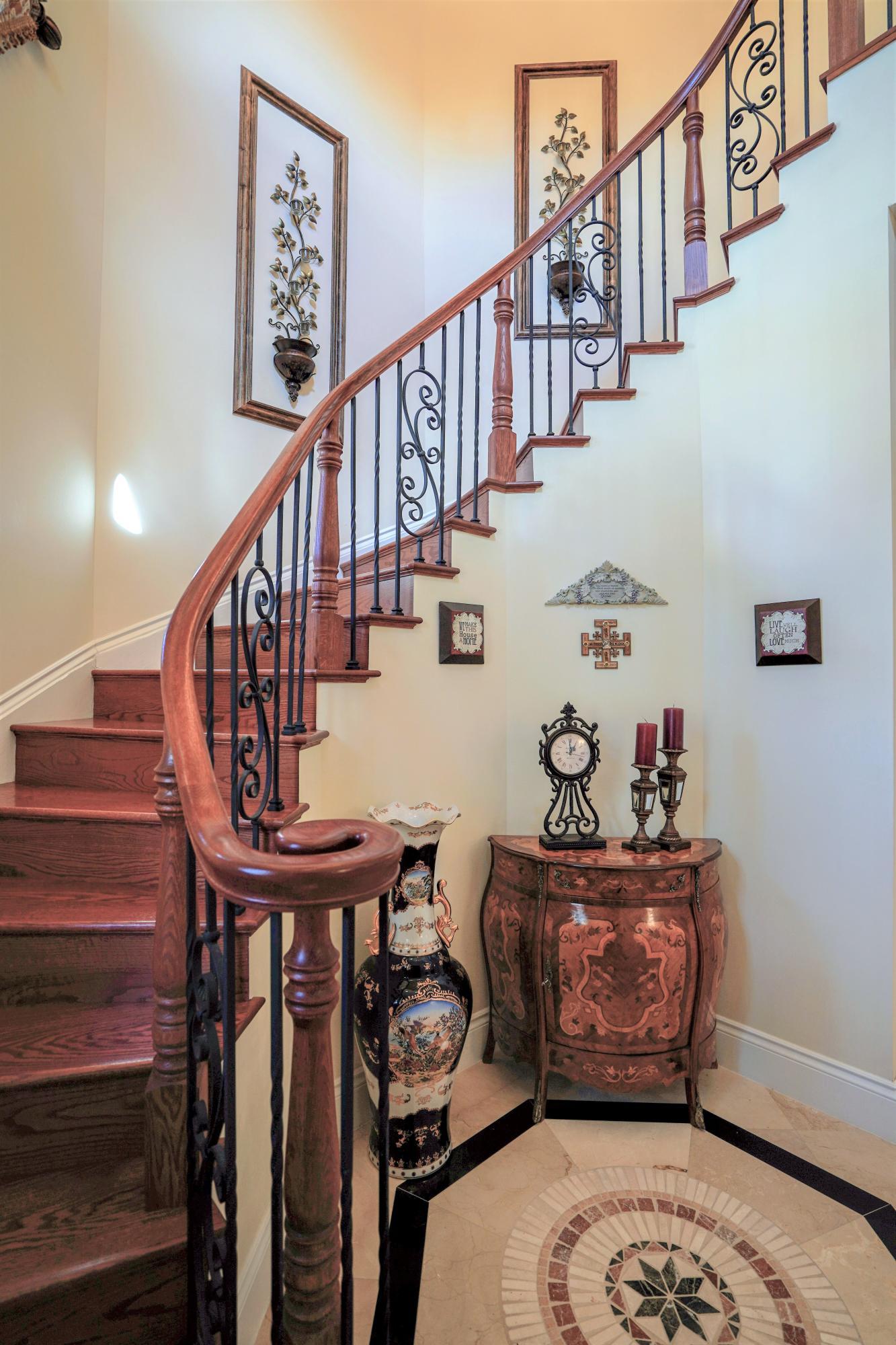 Foyer/Stair Case