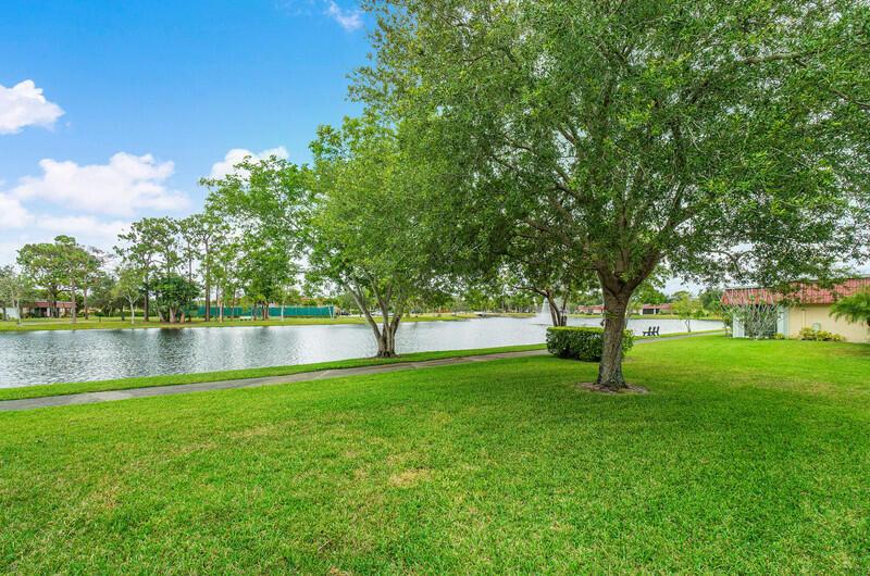 302 Cape Cod Circle Lake Worth, FL 33467 photo 15