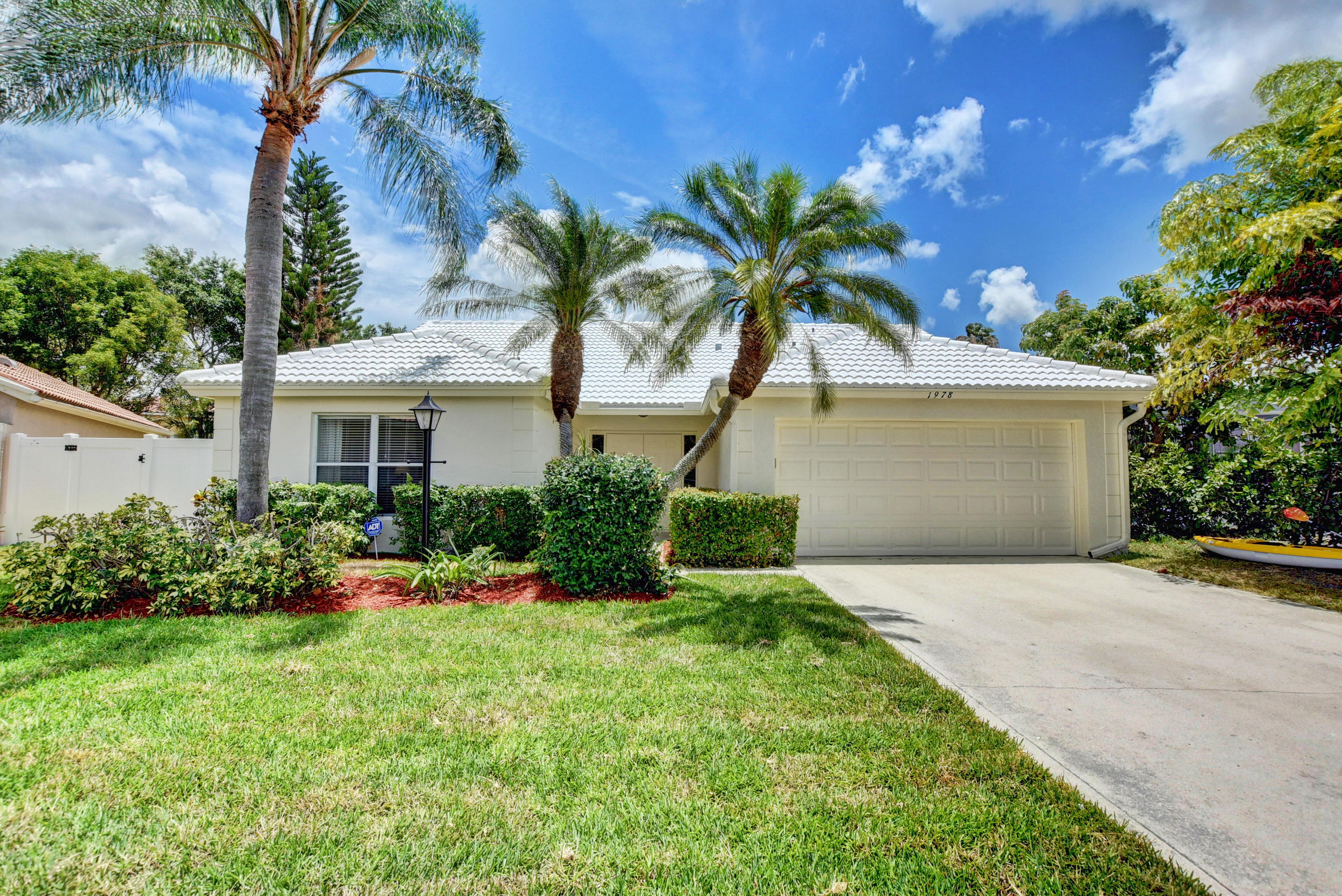 1978  White Coral Way  For Sale 10720594, FL