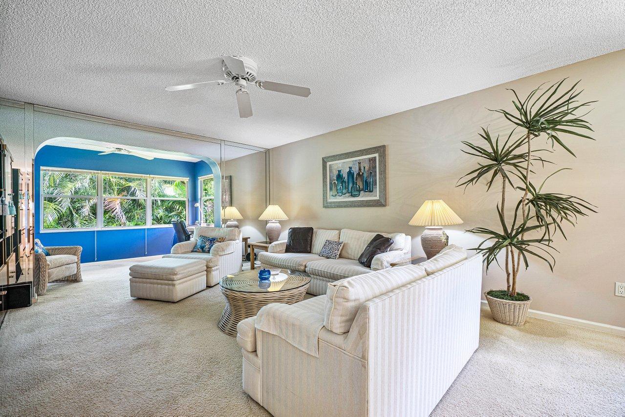 10107 Mangrove Drive 206 Boynton Beach, FL 33437