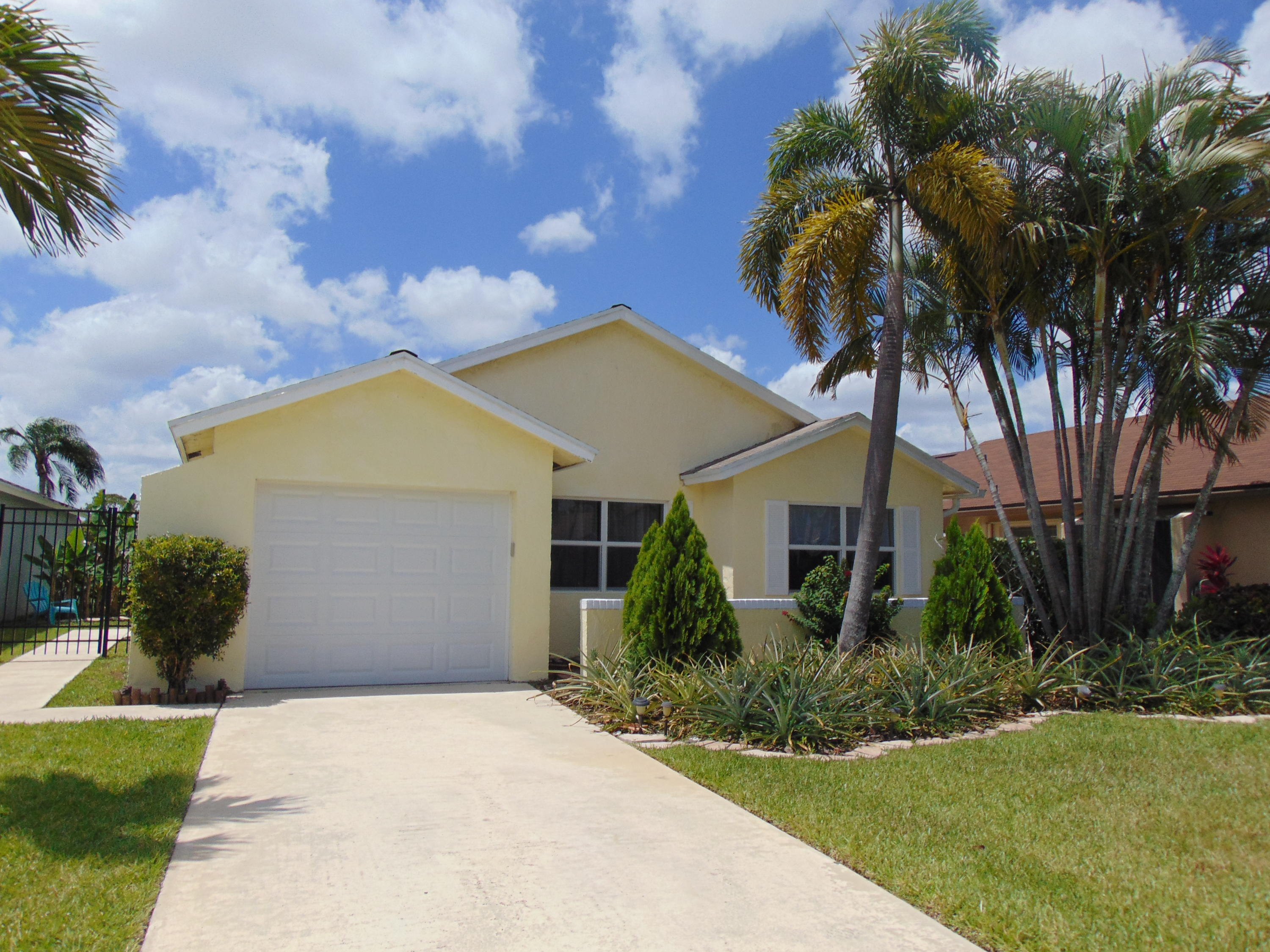 9048  Pine Springs Drive  For Sale 10721459, FL