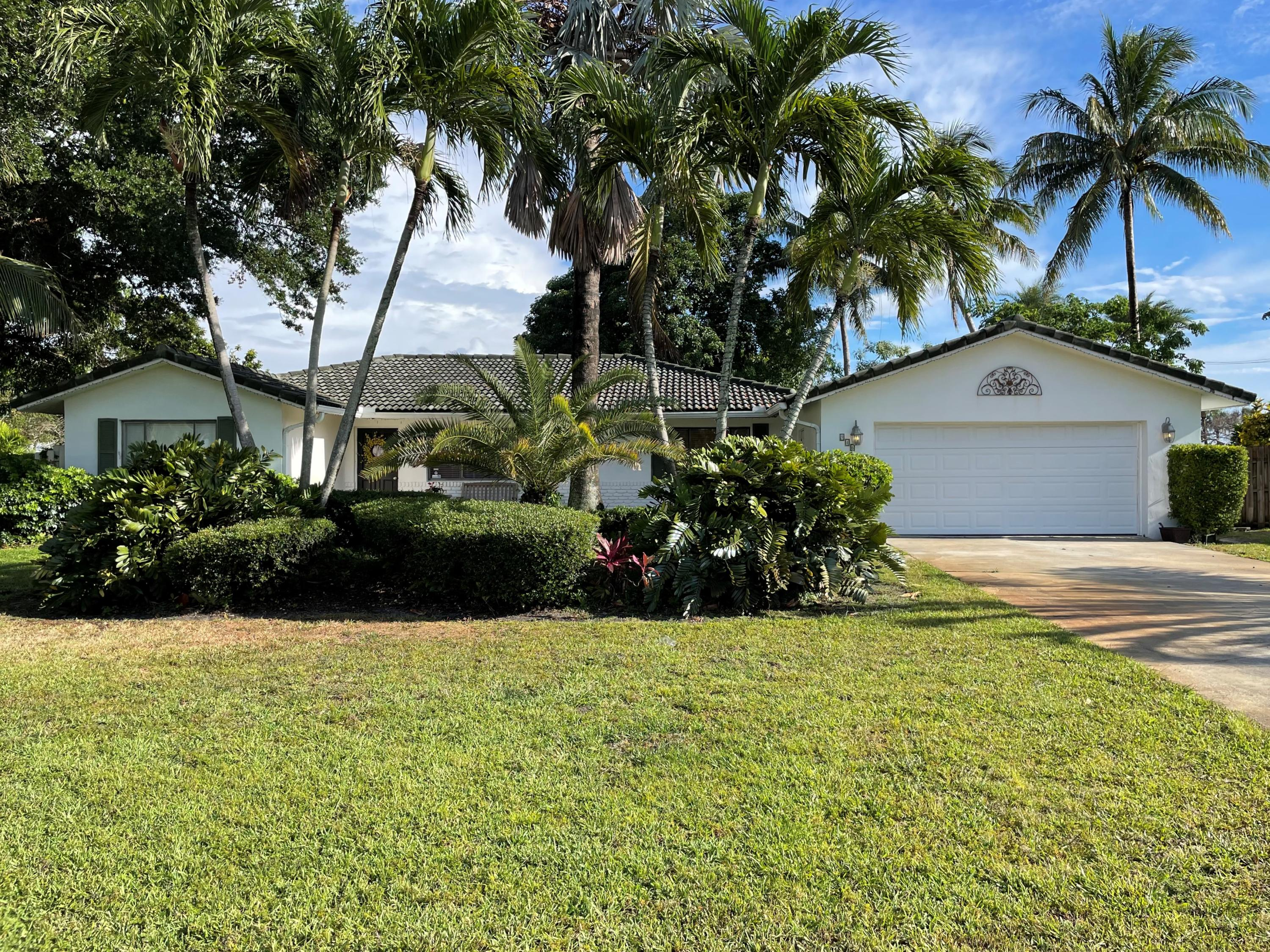 946 SW 37th Court  For Sale 10721628, FL