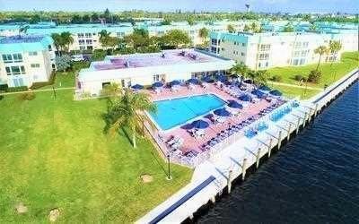 15 Colonial Club 301 Drive 301  Boynton Beach FL 33435