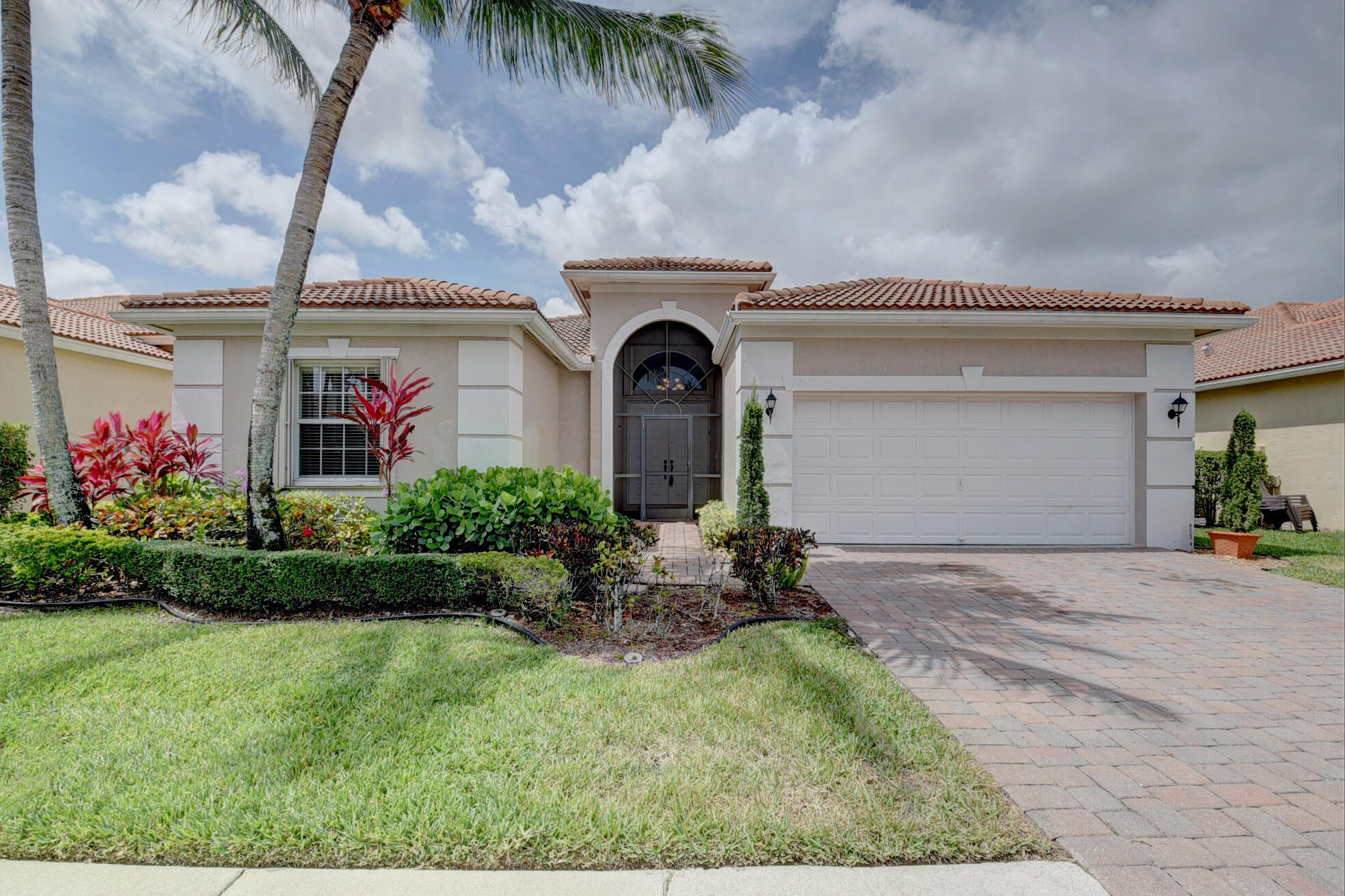 8262  Pine Cay   For Sale 10720600, FL