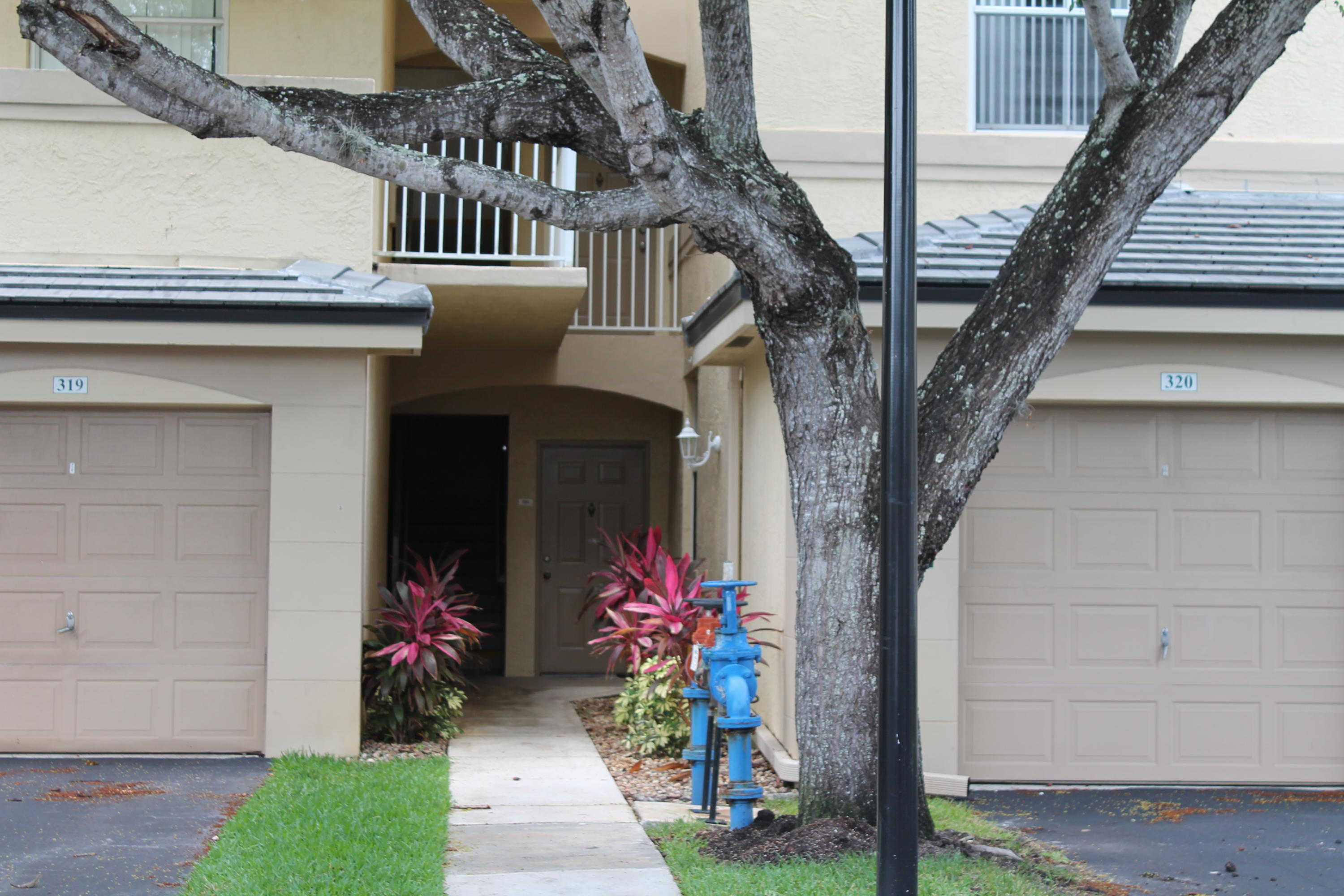 2060  Greenview Shores Boulevard 312 For Sale 10721777, FL