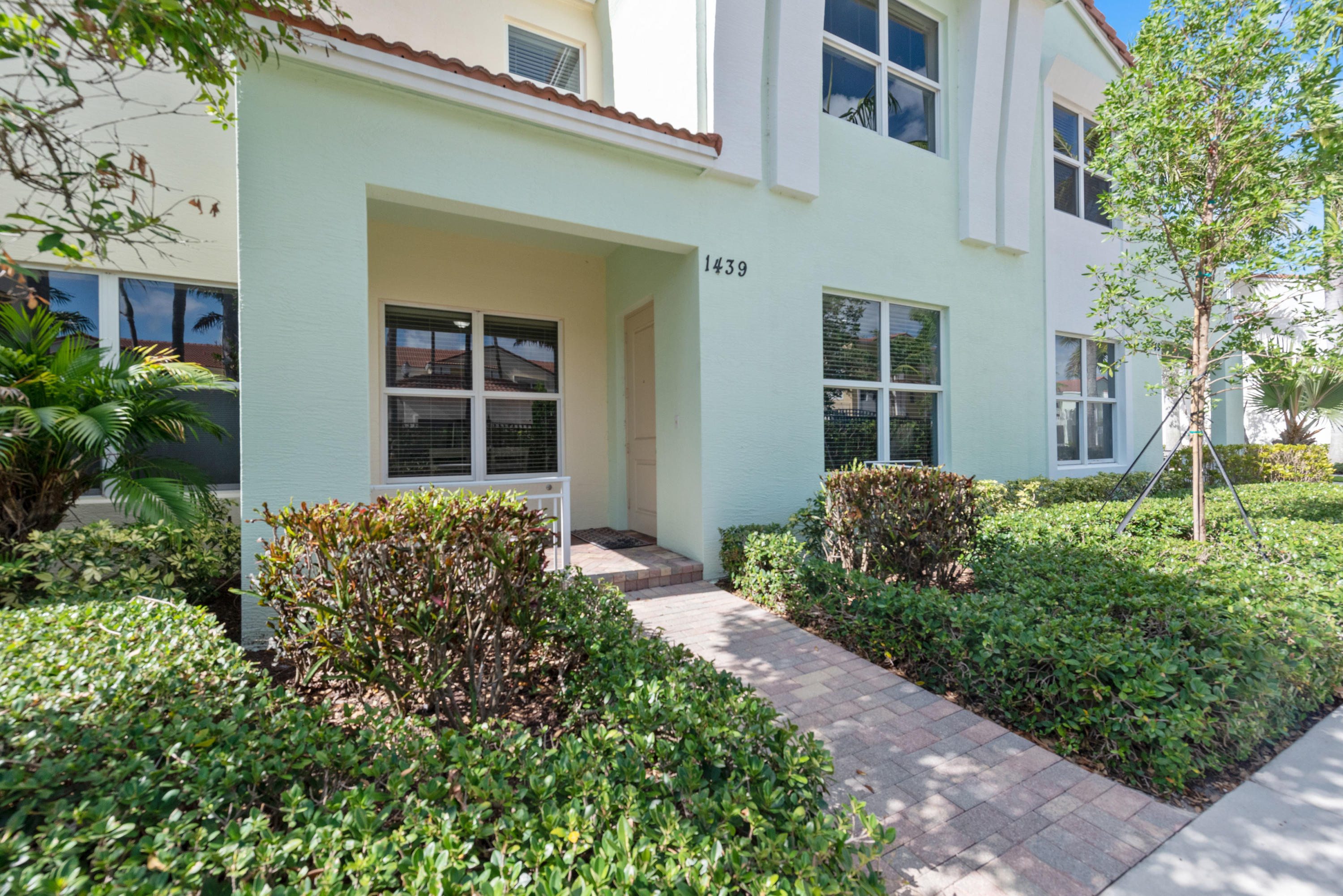 1439 NW 48th Drive  For Sale 10721975, FL