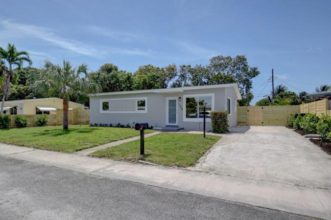 1328  Prospect Street  For Sale 10721994, FL