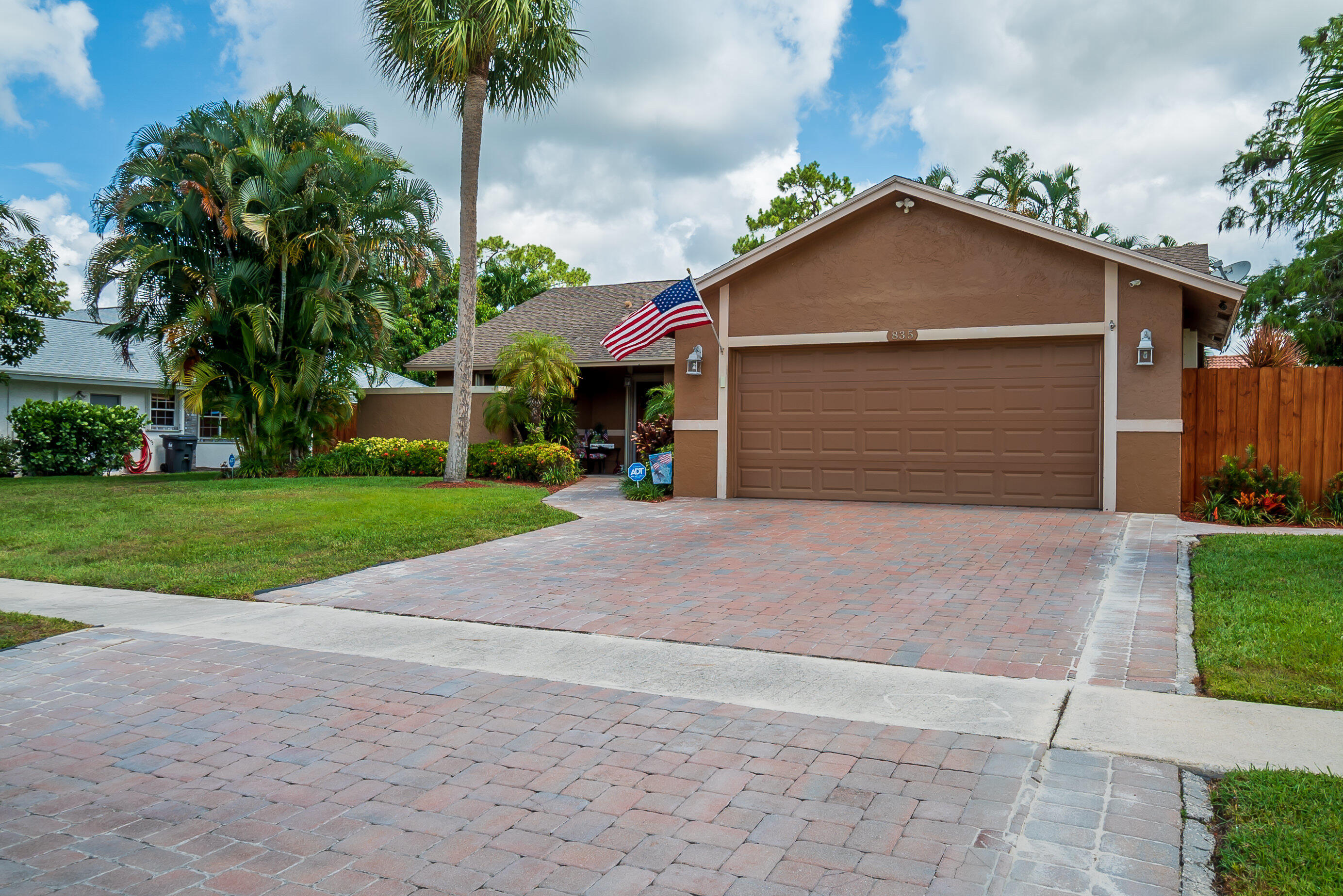 835  Ivy Drive  For Sale 10722391, FL