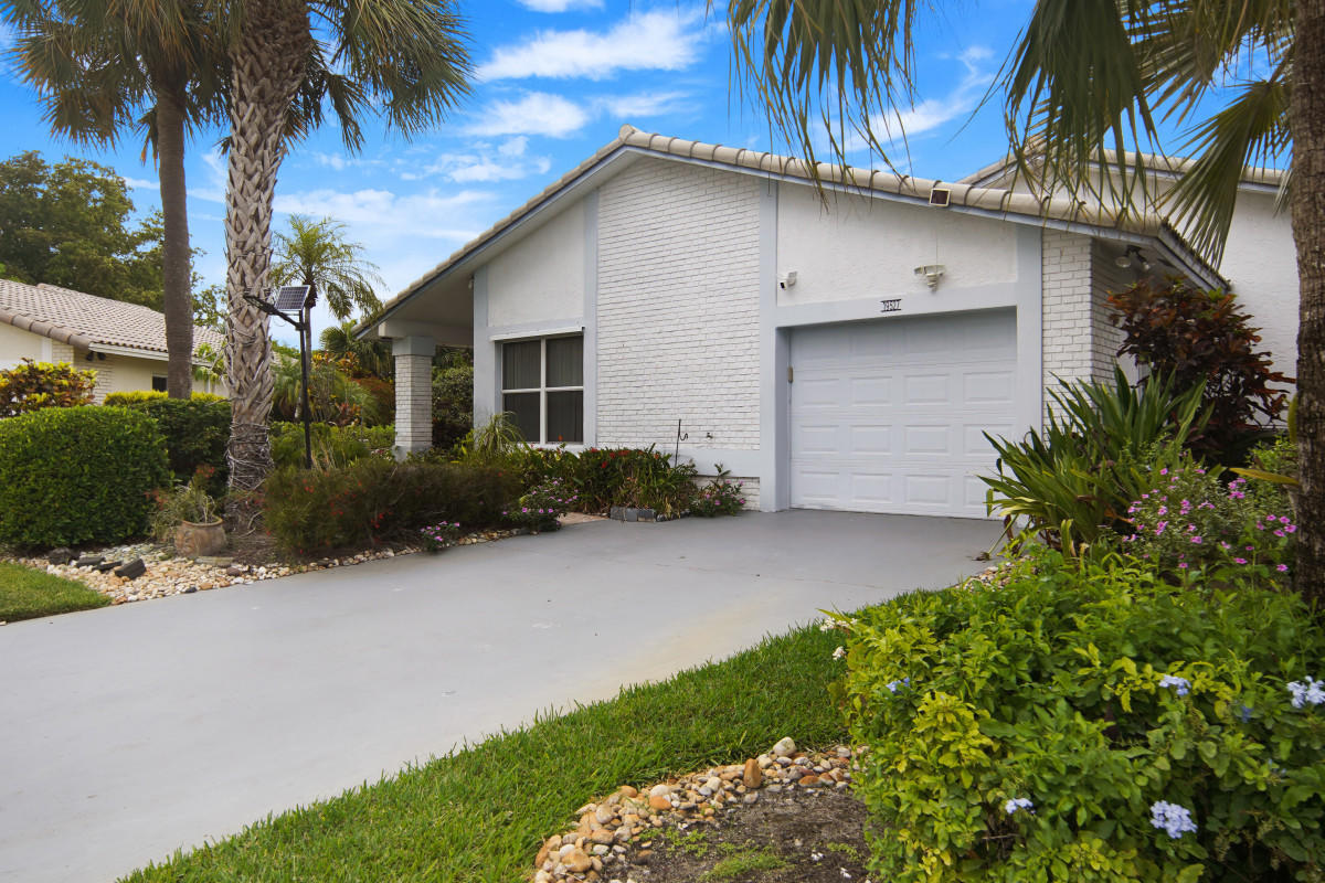 19527  Sea Pines Way  For Sale 10722001, FL