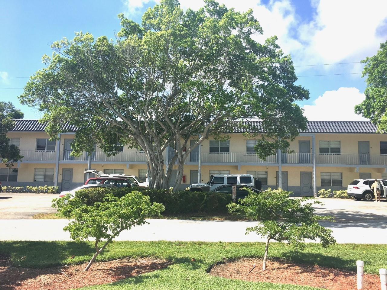 660  Glouchester 7 Street 106 For Sale 10722049, FL
