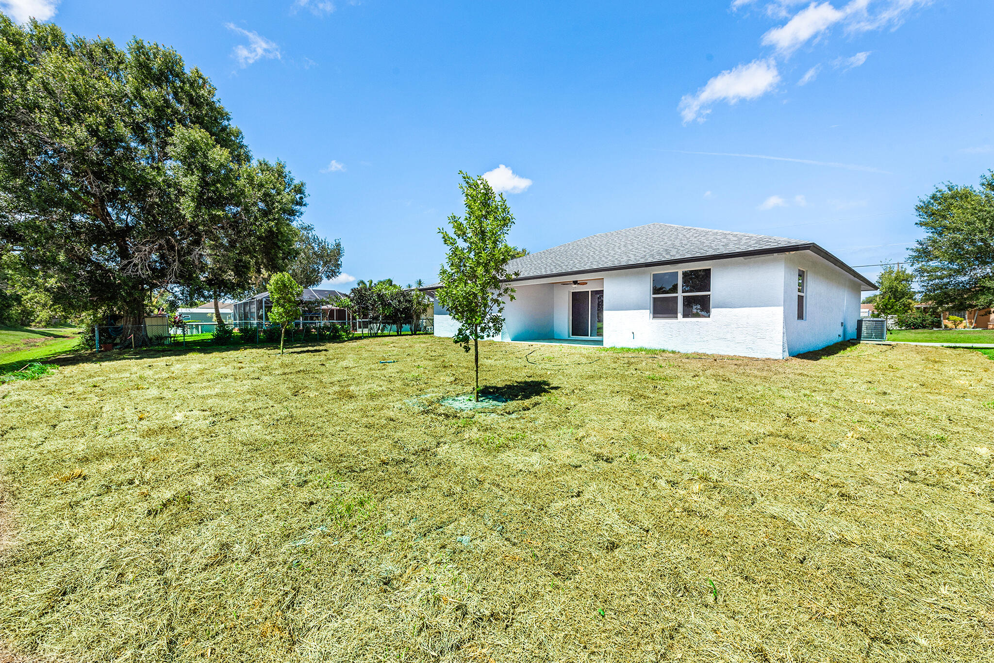 Listing photo id 3 for 3782 Lachine Street Sw