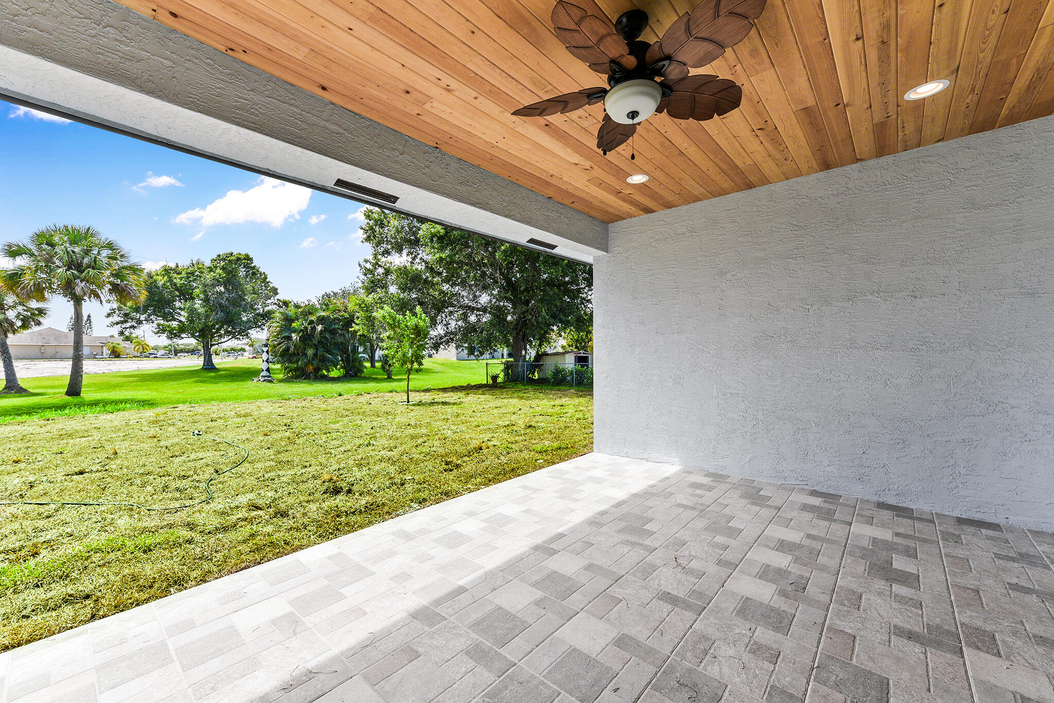 Listing photo id 2 for 3782 Lachine Street Sw