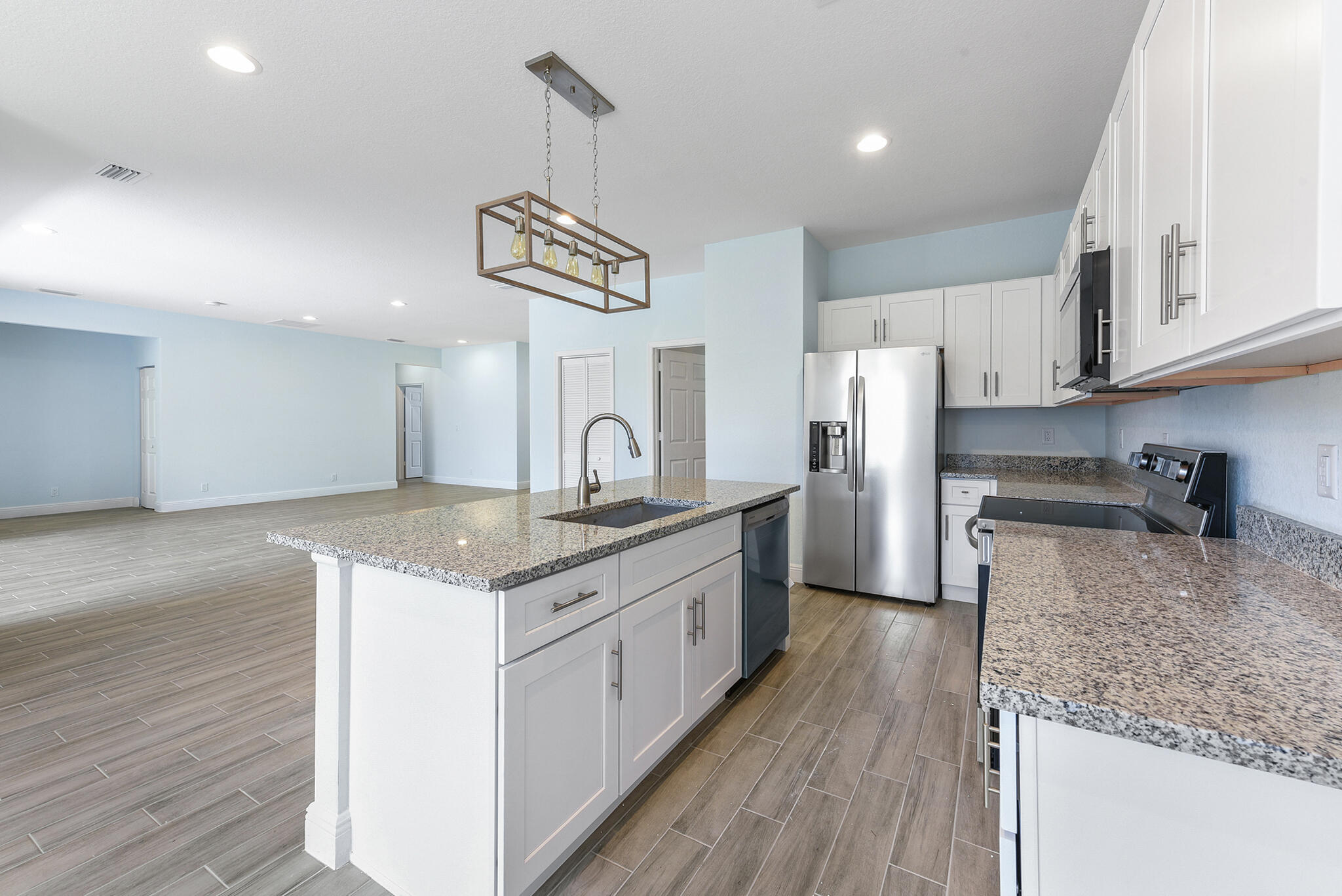Listing photo id 4 for 3782 Lachine Street Sw