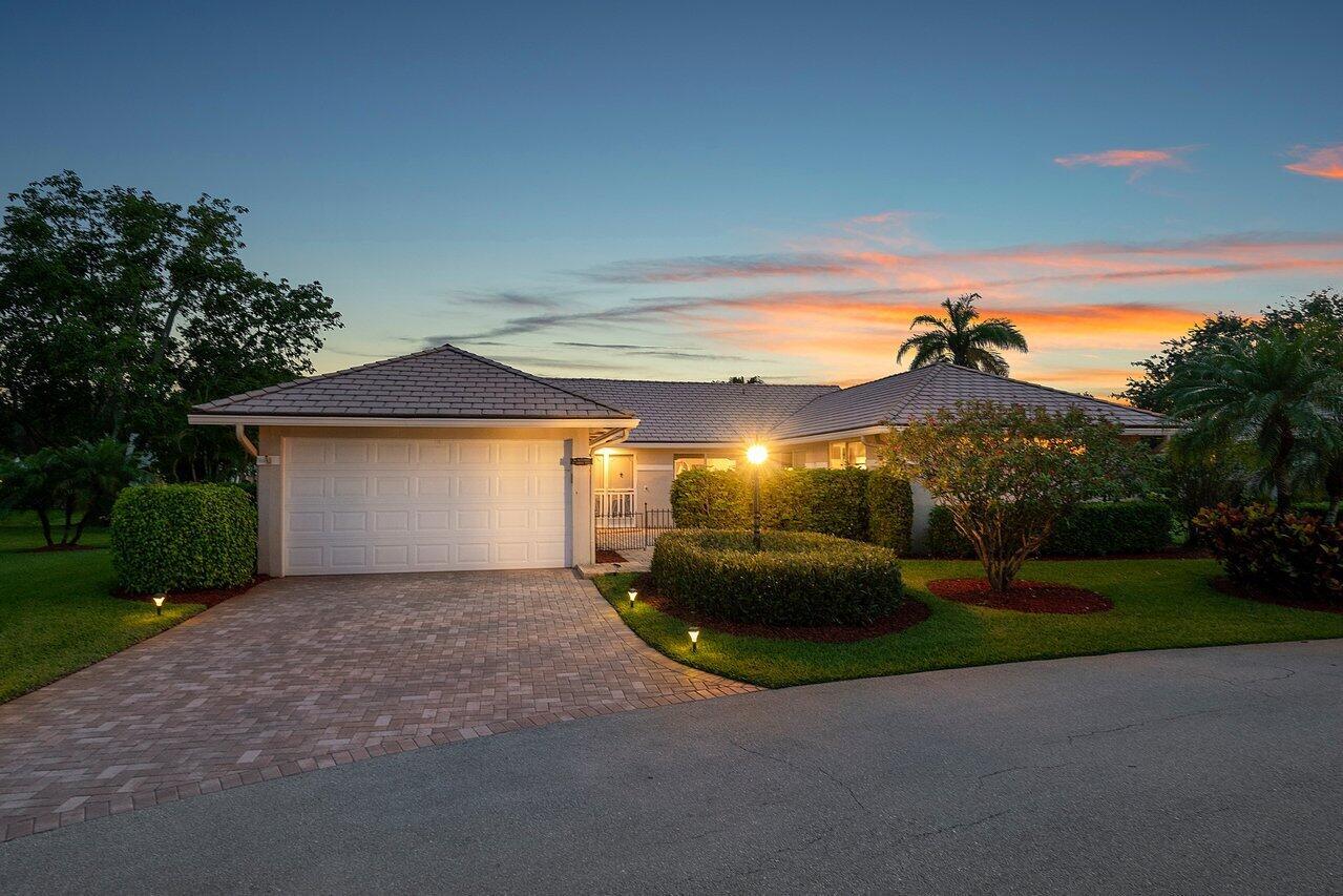 11603 N Lake Drive Villa 11 For Sale 10722722, FL