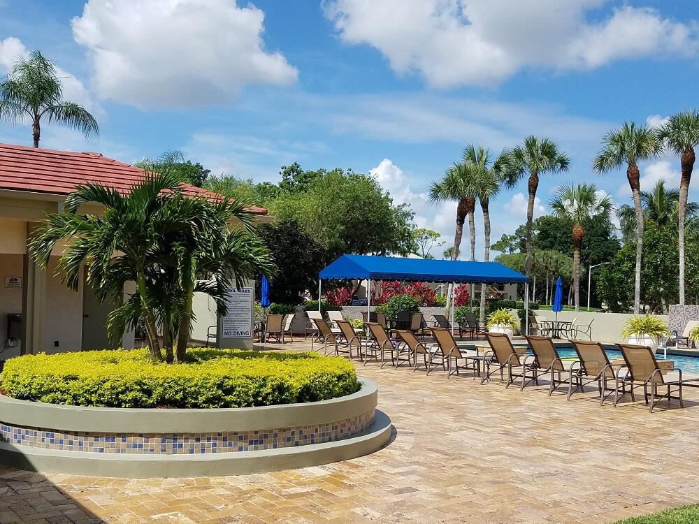 21203 Lago Circle 15h Boca Raton, FL 33433 photo 3