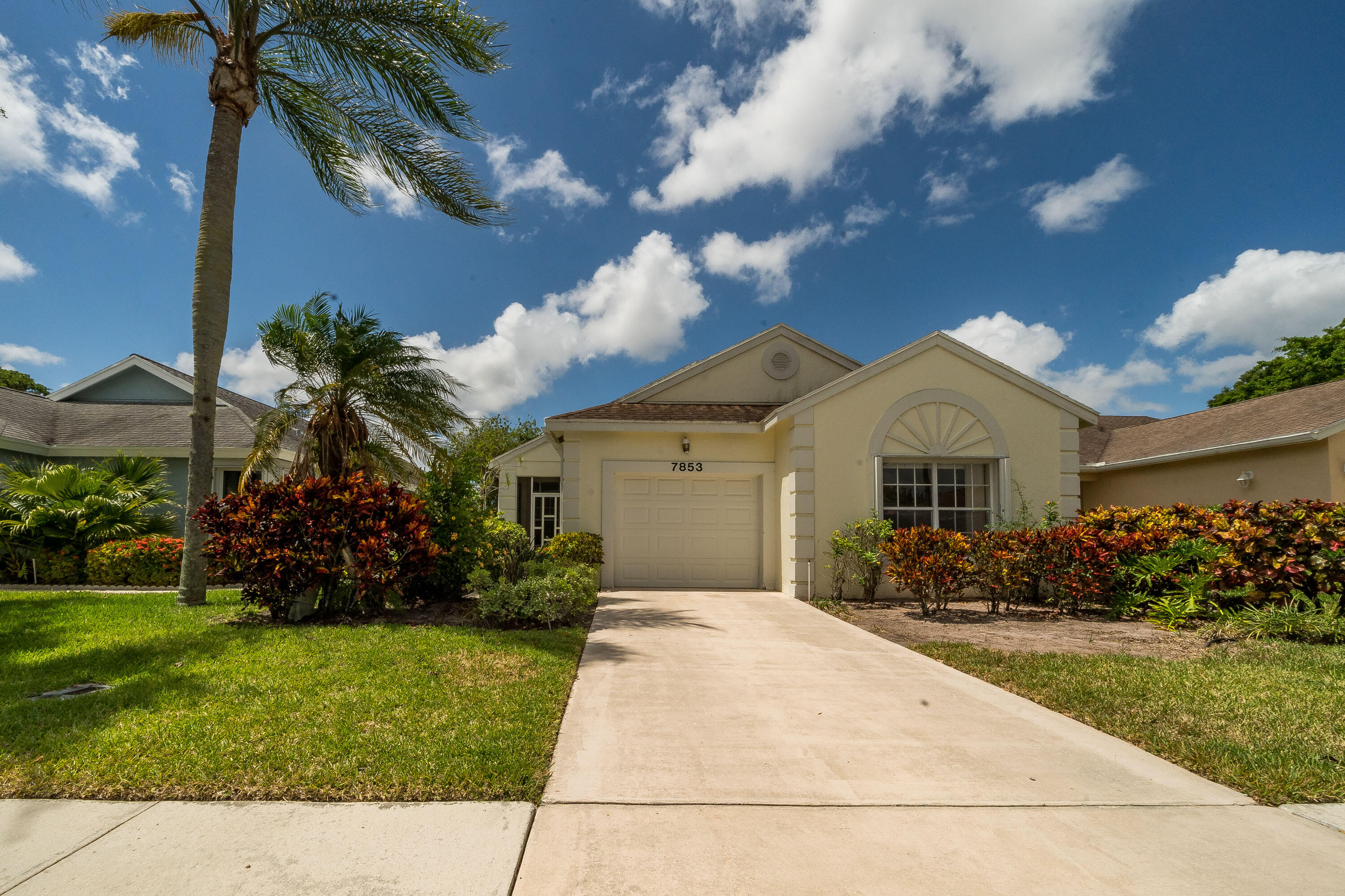 7853  Mansfield Hollow Road  For Sale 10722769, FL