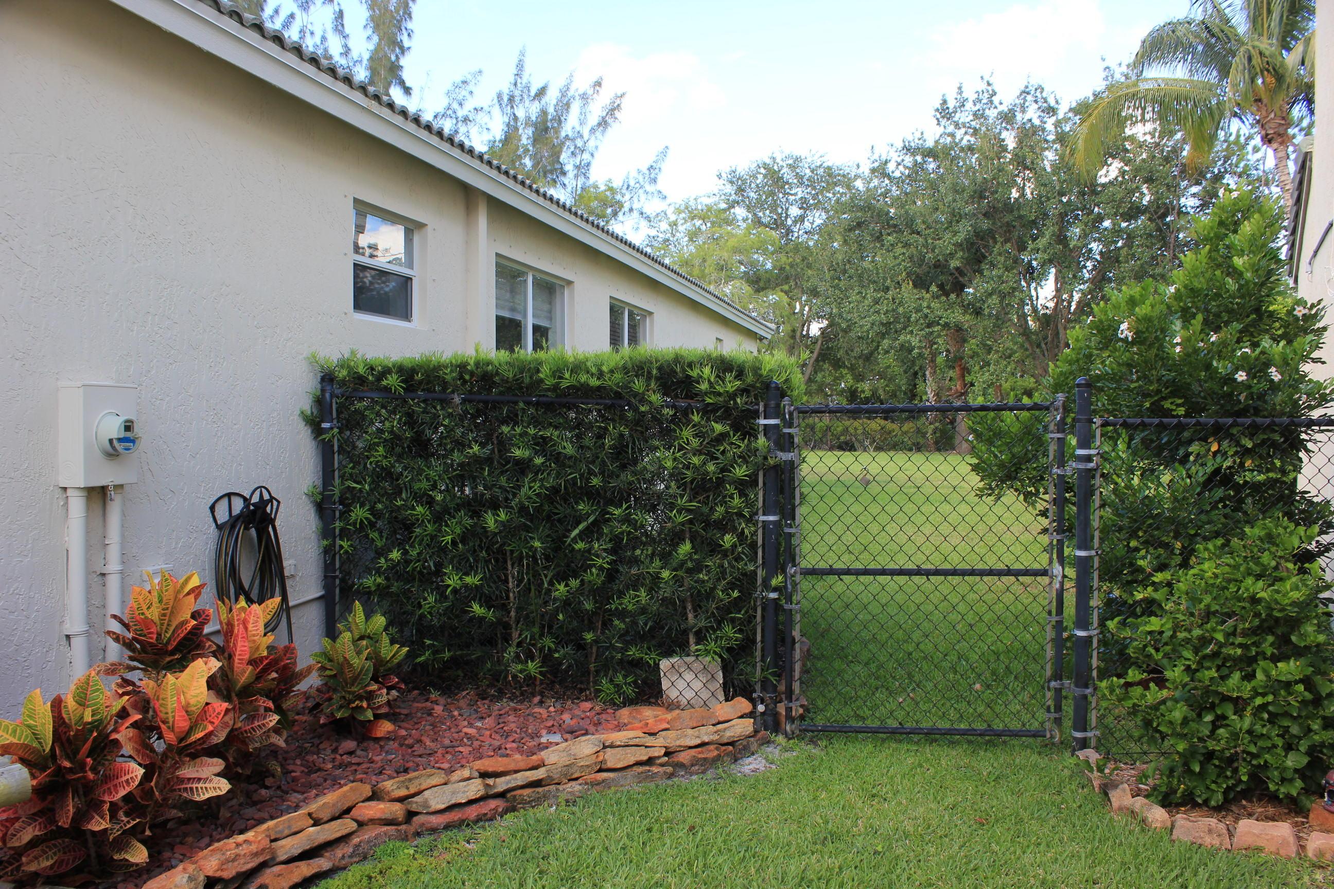 180 Seminole Lakes Drive Royal Palm Beach, FL 33411 photo 2