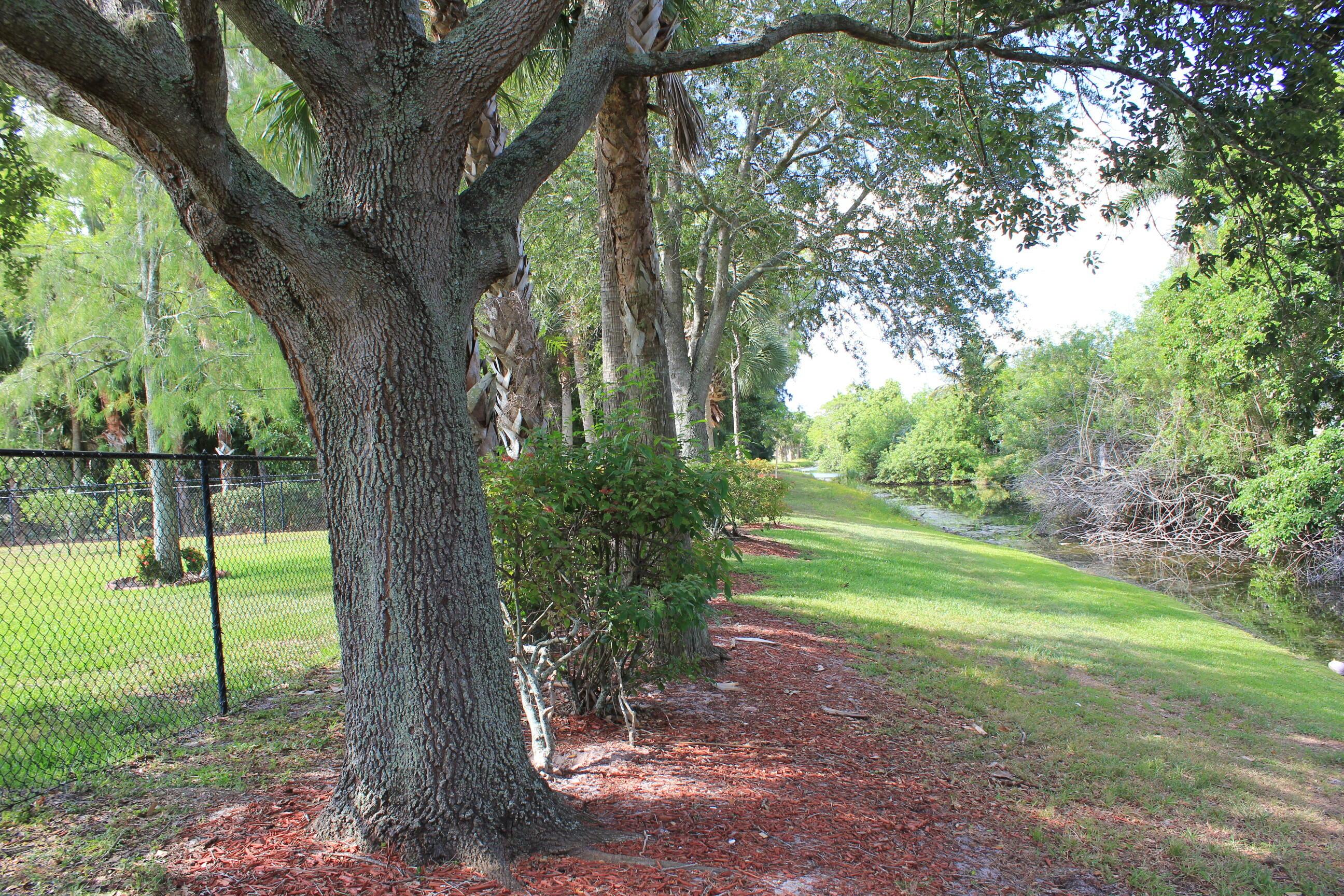 180 Seminole Lakes Drive Royal Palm Beach, FL 33411 photo 12