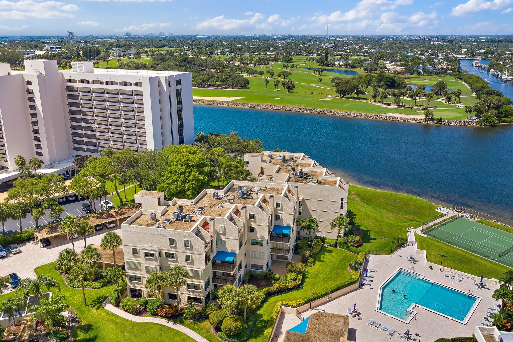 364  Golfview Road 307 For Sale 10724052, FL