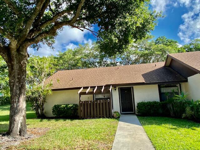 109 Via De Casas Norte Boynton Beach, FL 33426