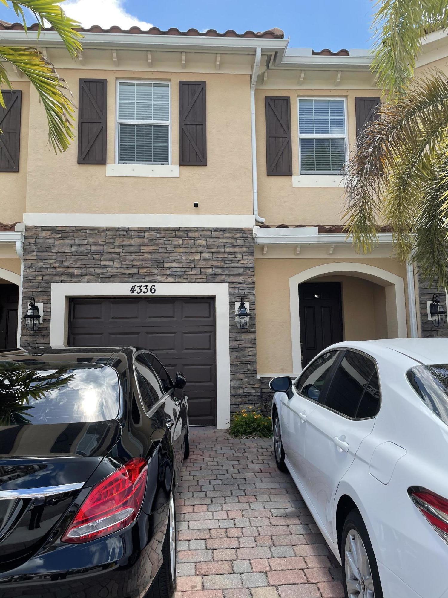 4336  Brewster Lane  For Sale 10720727, FL