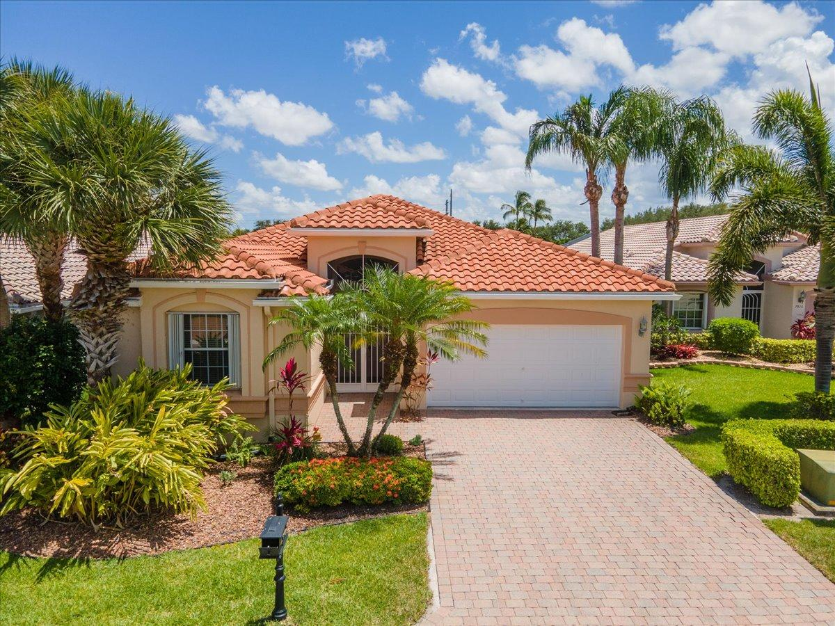 7810  Campania Drive  For Sale 10723326, FL